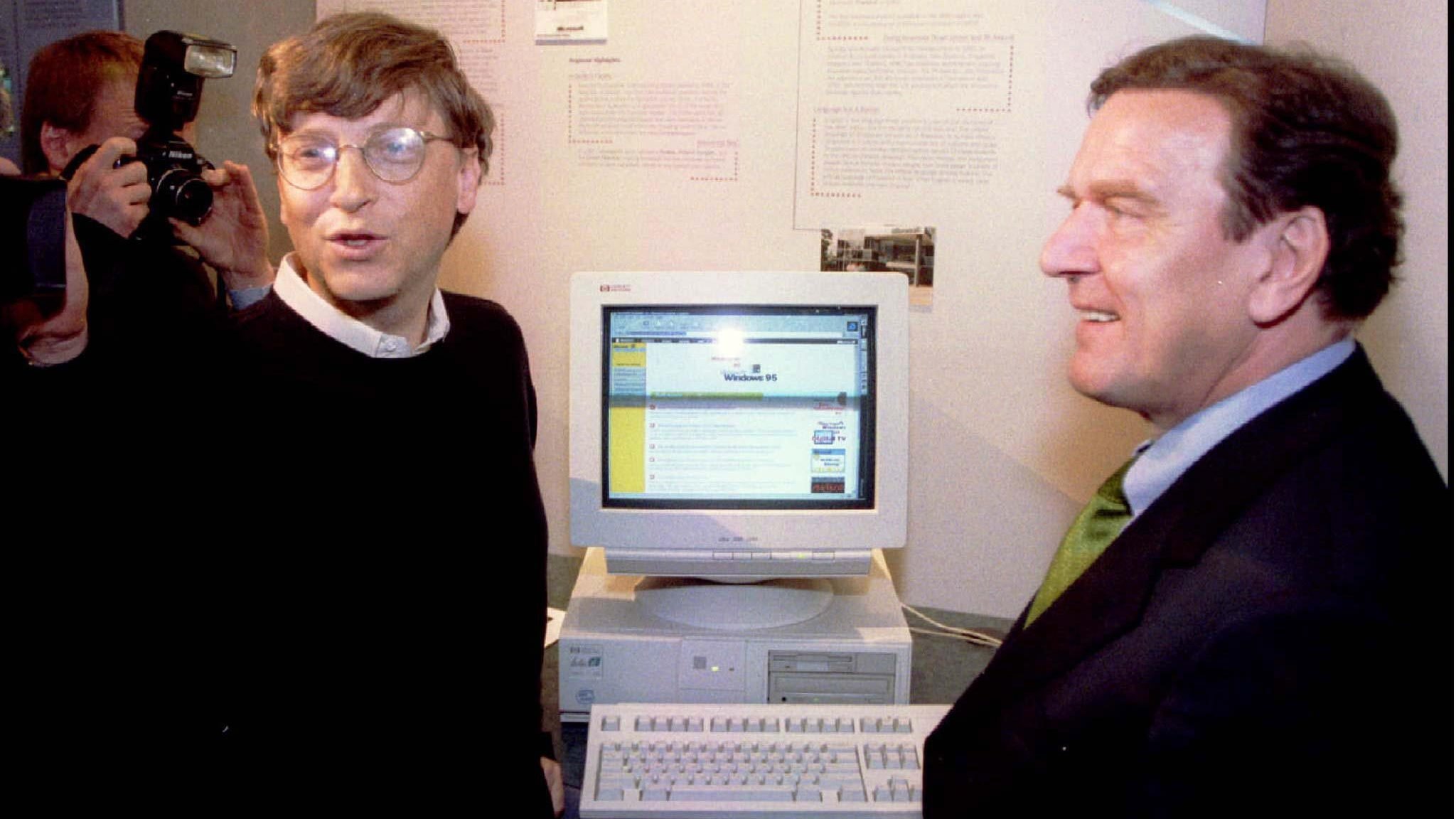Microsoft mogul Bill Gates (L) shows Germany's Lower Saxony Prime Minister Gerhard Schroeder how to access the Internet during Schroeder's tour of the software company's Redmond, Washington campus, May 1.