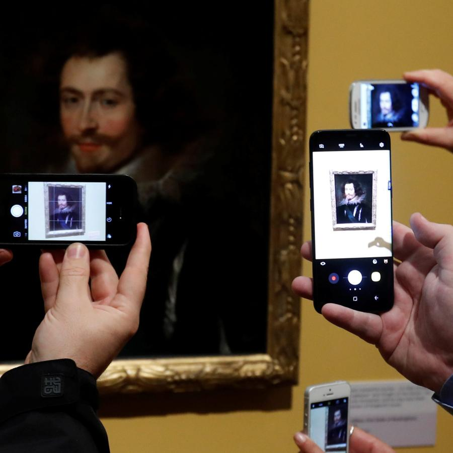 instagram is killing the way we experience art in museums quartz Instagram Is Killing The Way We Experience Art In Museums Quartz