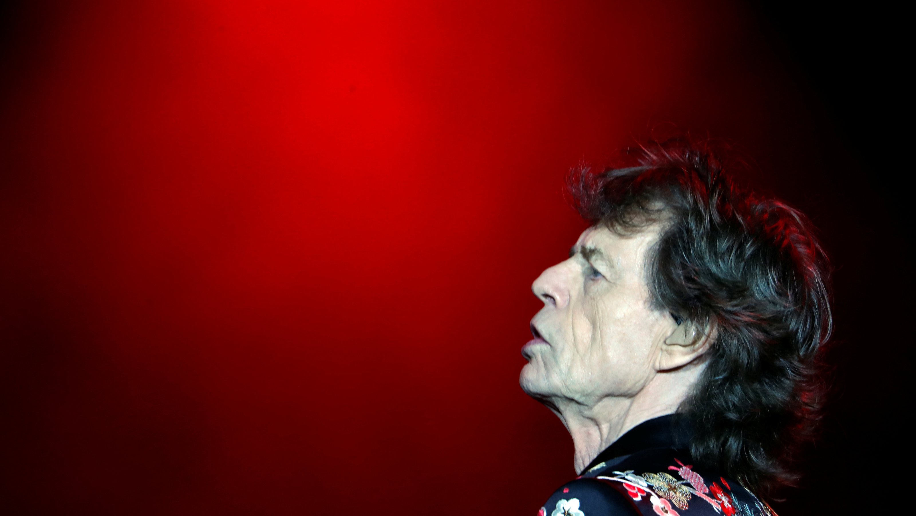 """Mick Jagger of the Rolling Stones performs during a concert of their """"No Filter"""" European tour at the new U Arena stadium in Nanterre near Paris, France, October 19, 2017. REUTERS/Charles Platiau - RC138E8F2CE0"""