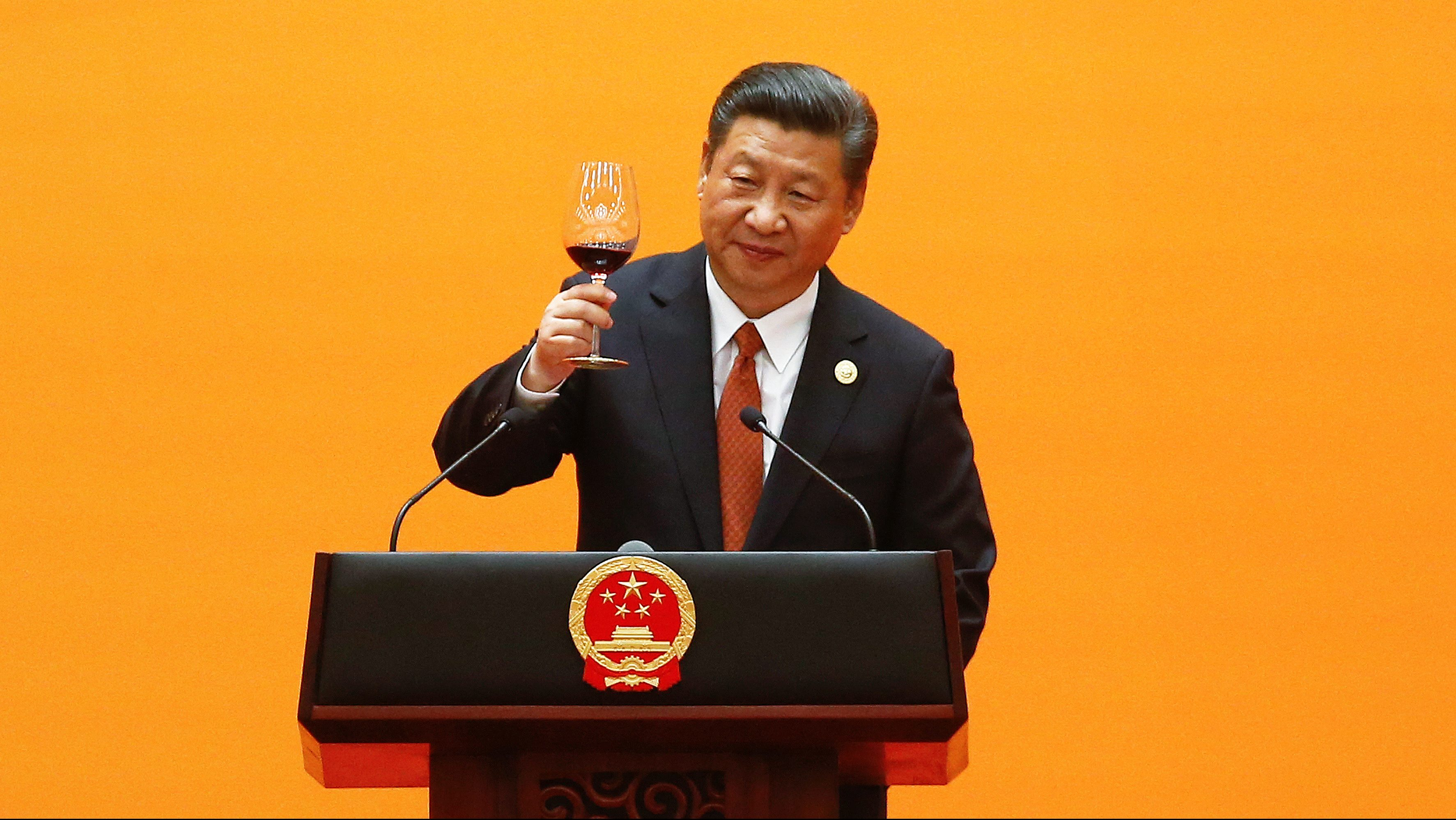 Chinese President Xi Jinping makes a toast at the beginning of the welcoming banquet at the Great Hall of the People during the first day of the Belt and Road Forum in Beijing, China, May 14, 2017.