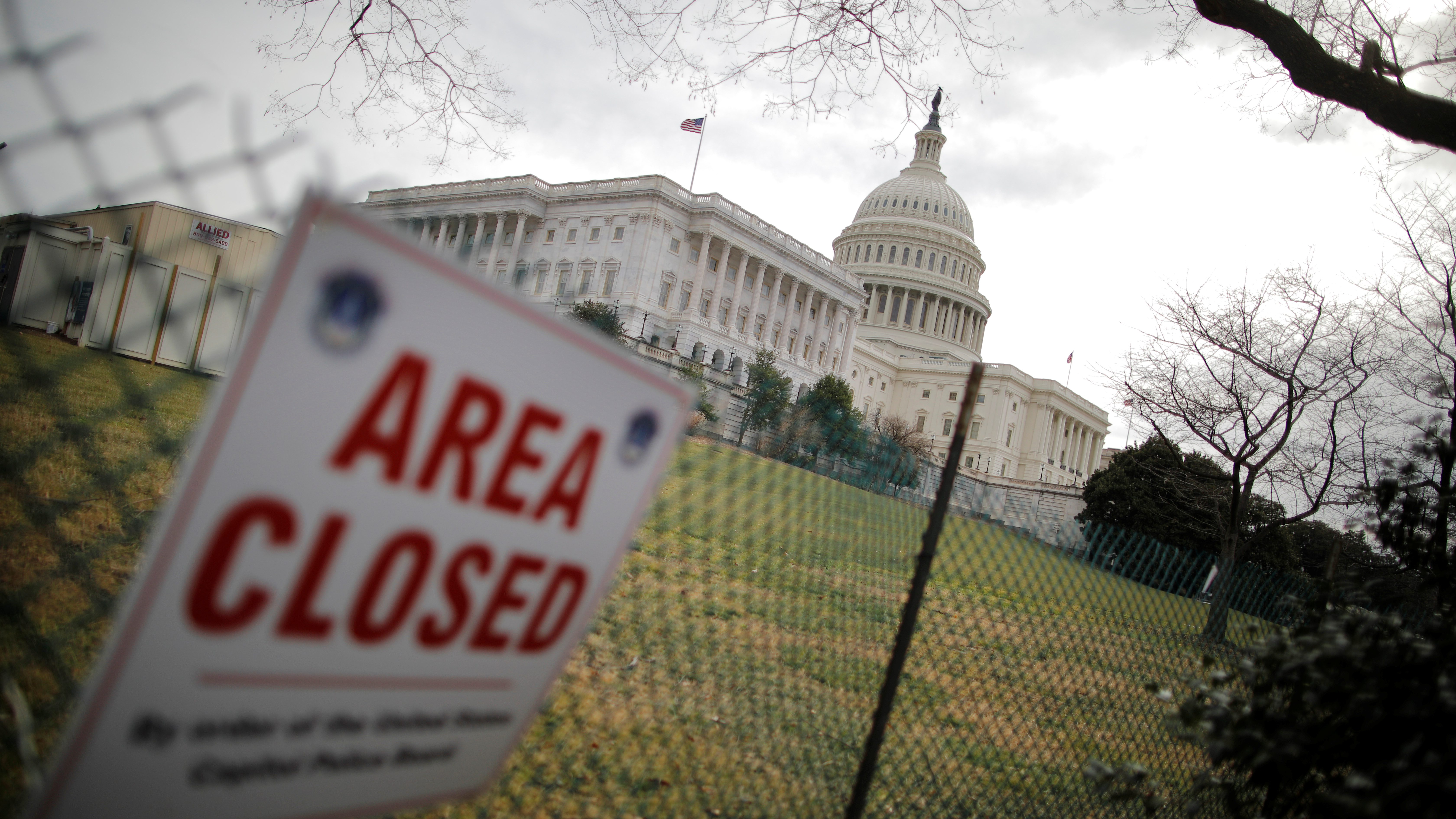 U.S. Capitol building is seen during the third day of a government shutdown in Washington, U.S. January 22, 2018. - RC15E3299460