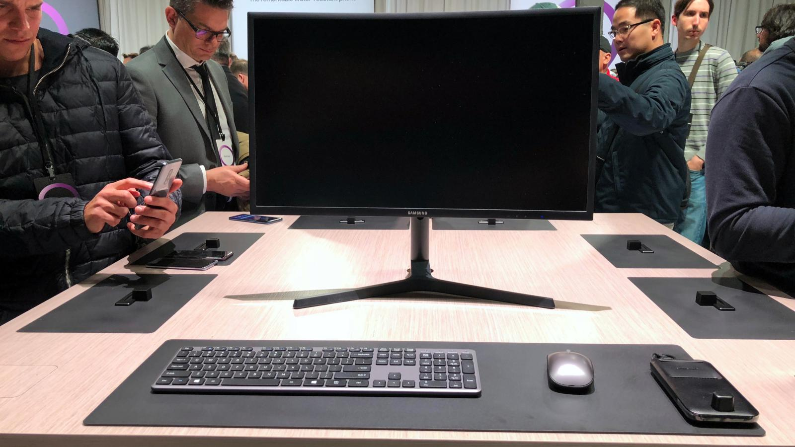 Work Computers Of The Future Could Just Be Samsung Galaxy Smartphones And Dex System Quartz At