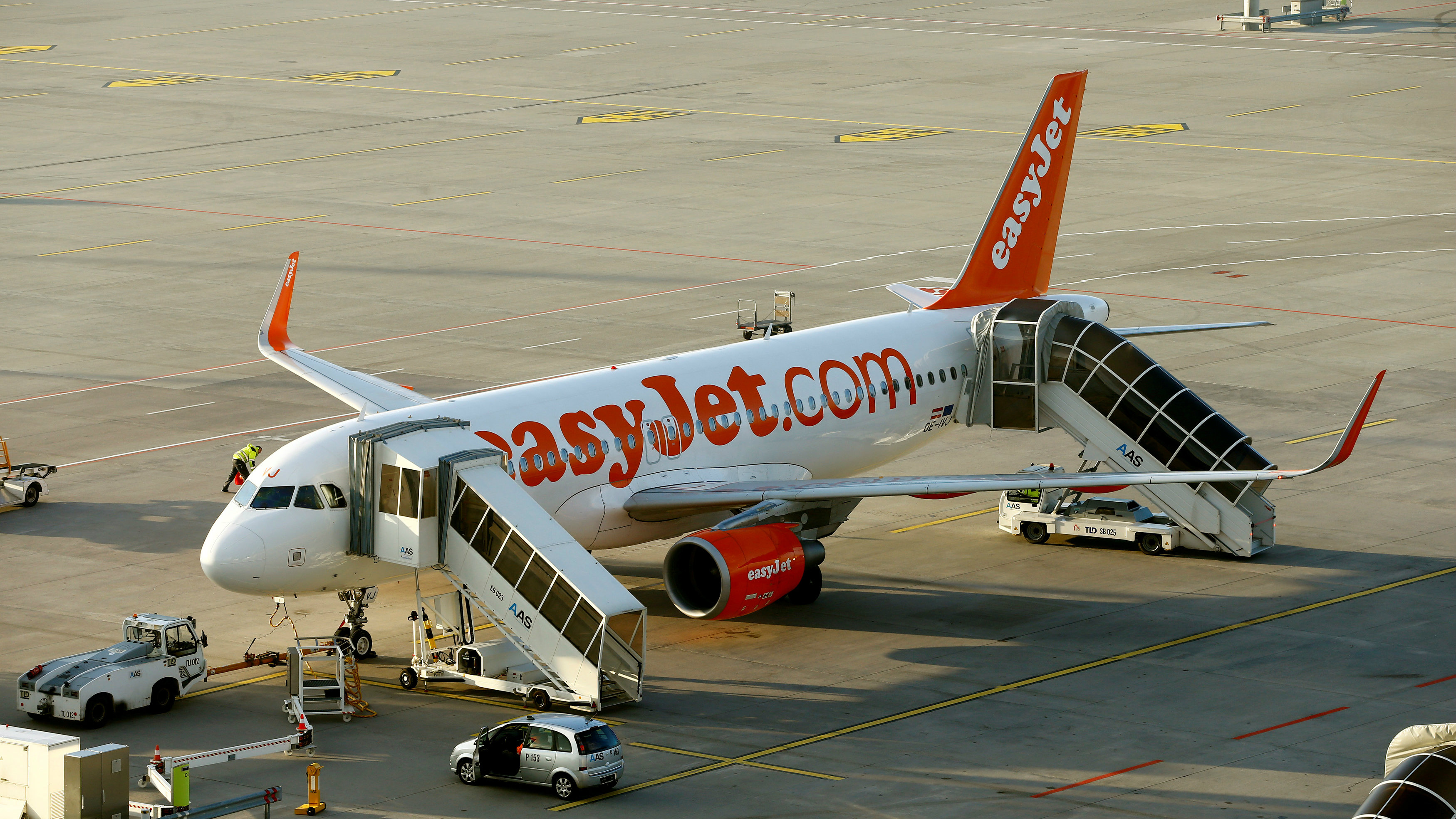 An EasyJet Airbus A320-200 aircraft is seen at Zurich Airport, Switzerland January 9, 2018.