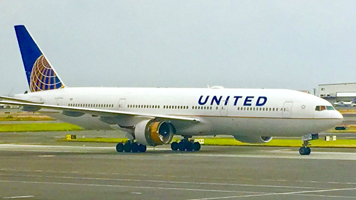 Tweets from United 1175's emergency landing show our shared humanity —  Quartzy