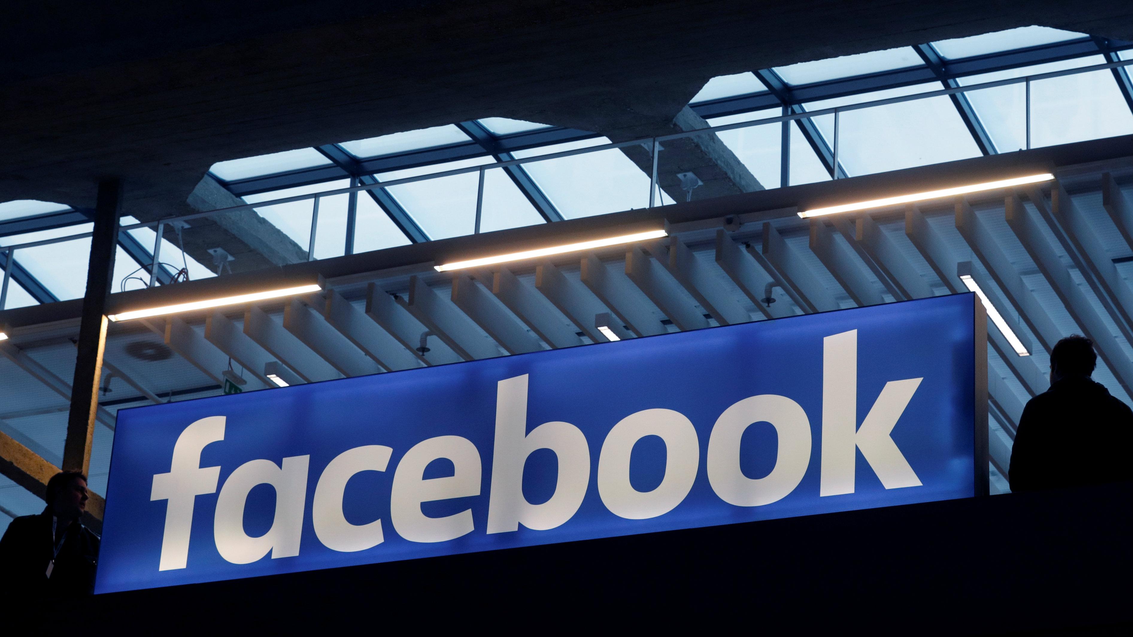 c 1 facebook logo sign RTSWFUE Philippe Wojazer