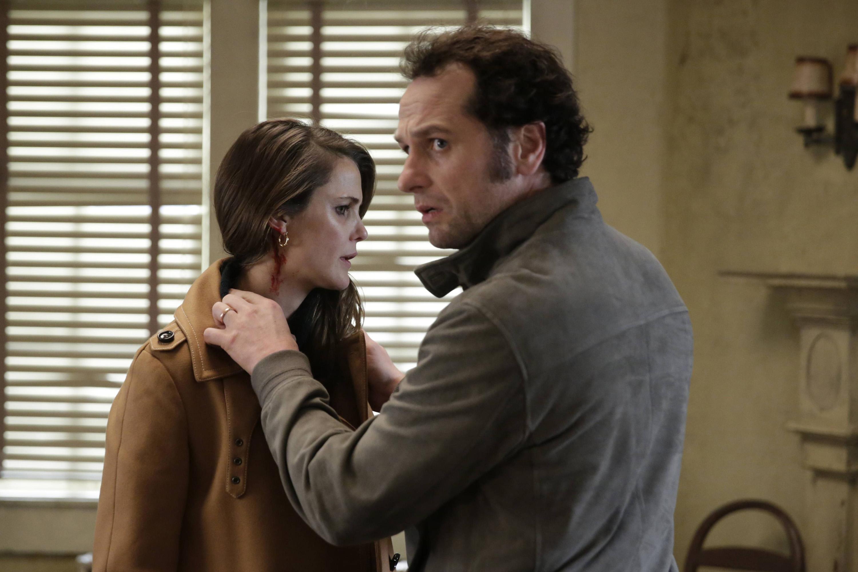 Keri Russell as Elizabeth Jennings, Matthew Rhys as Philip Jennings in season 4 of The Americans:.