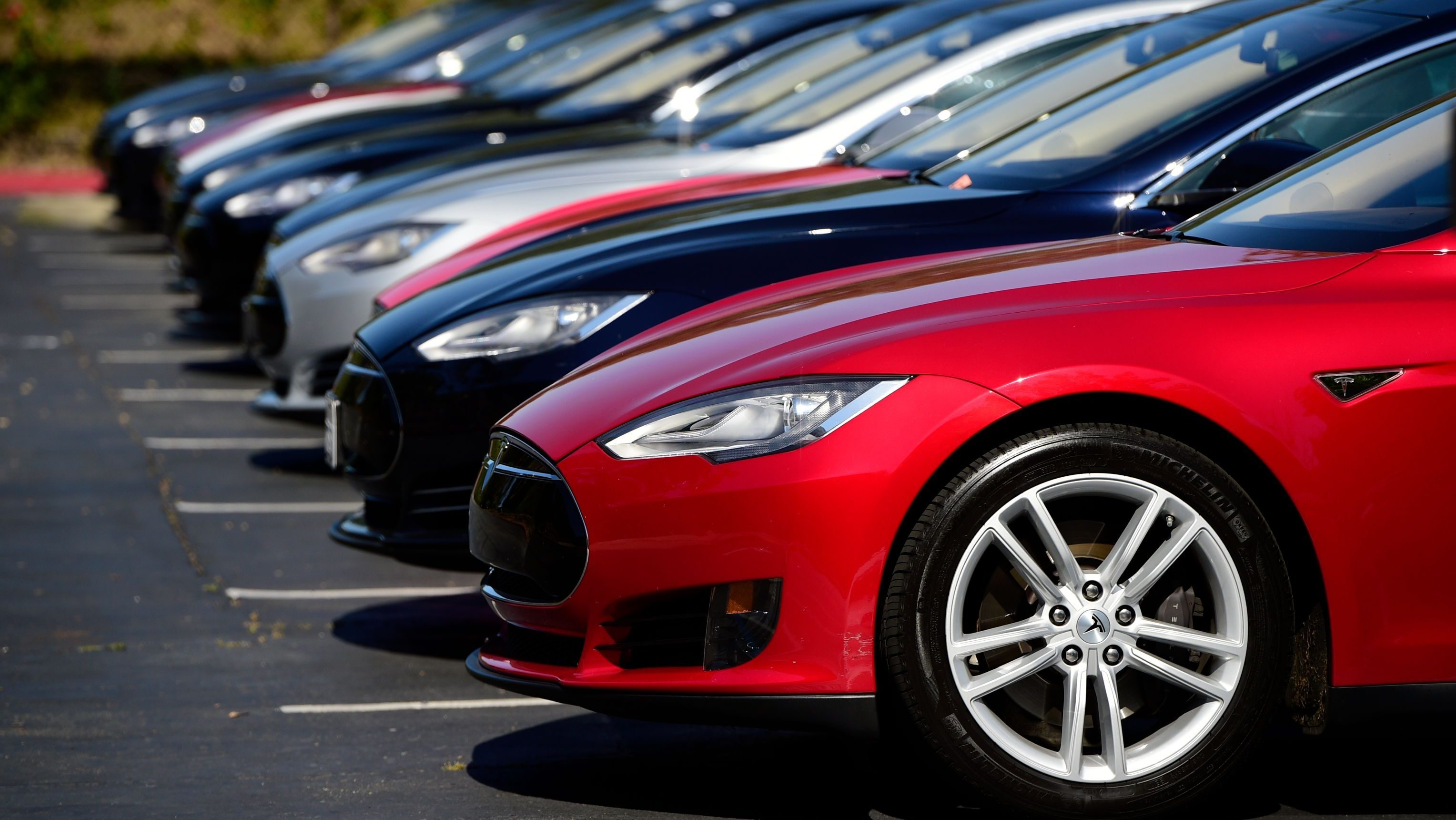 Tesla Recalls 123 000 Model S Cars For A Corroding Bolt In