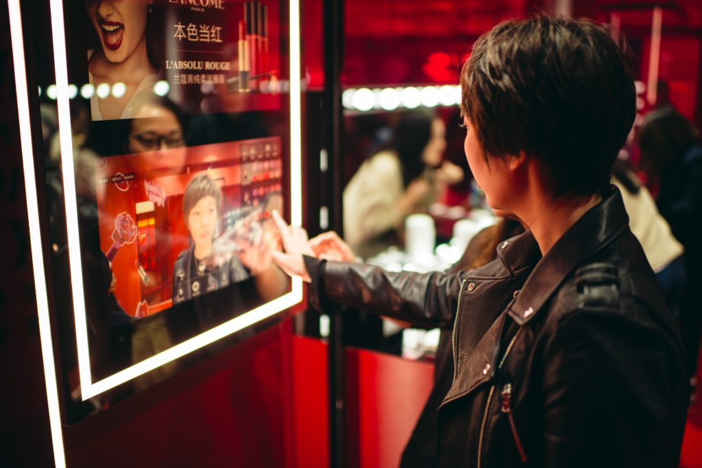 Alibaba fuses online-offline channels for new retail