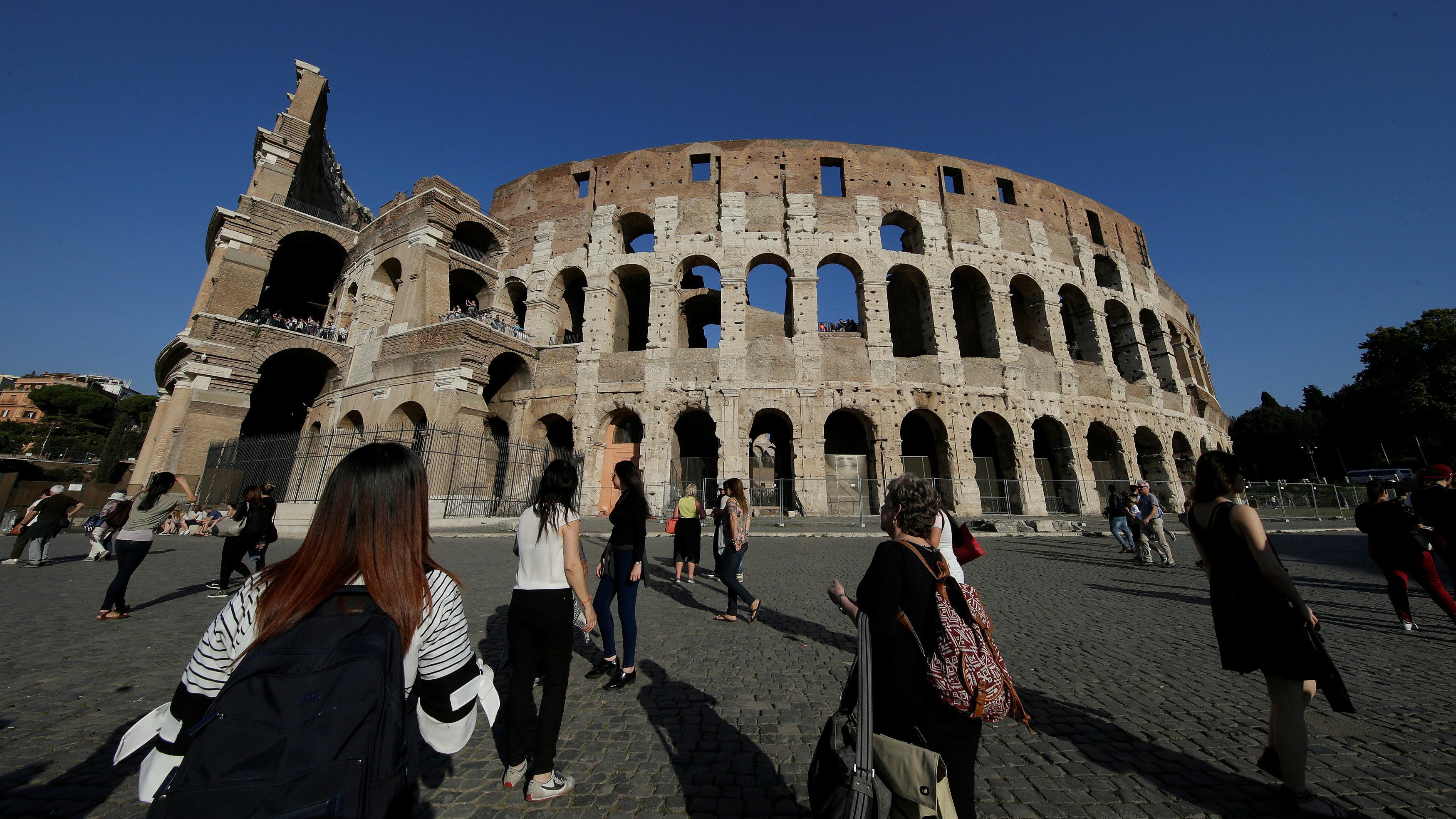 tourists Colosseum
