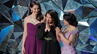 Ashley Judd, Annabella Sciorra and Salma Hayek speaking out about #TimesUp at the 90th Academy Awards.