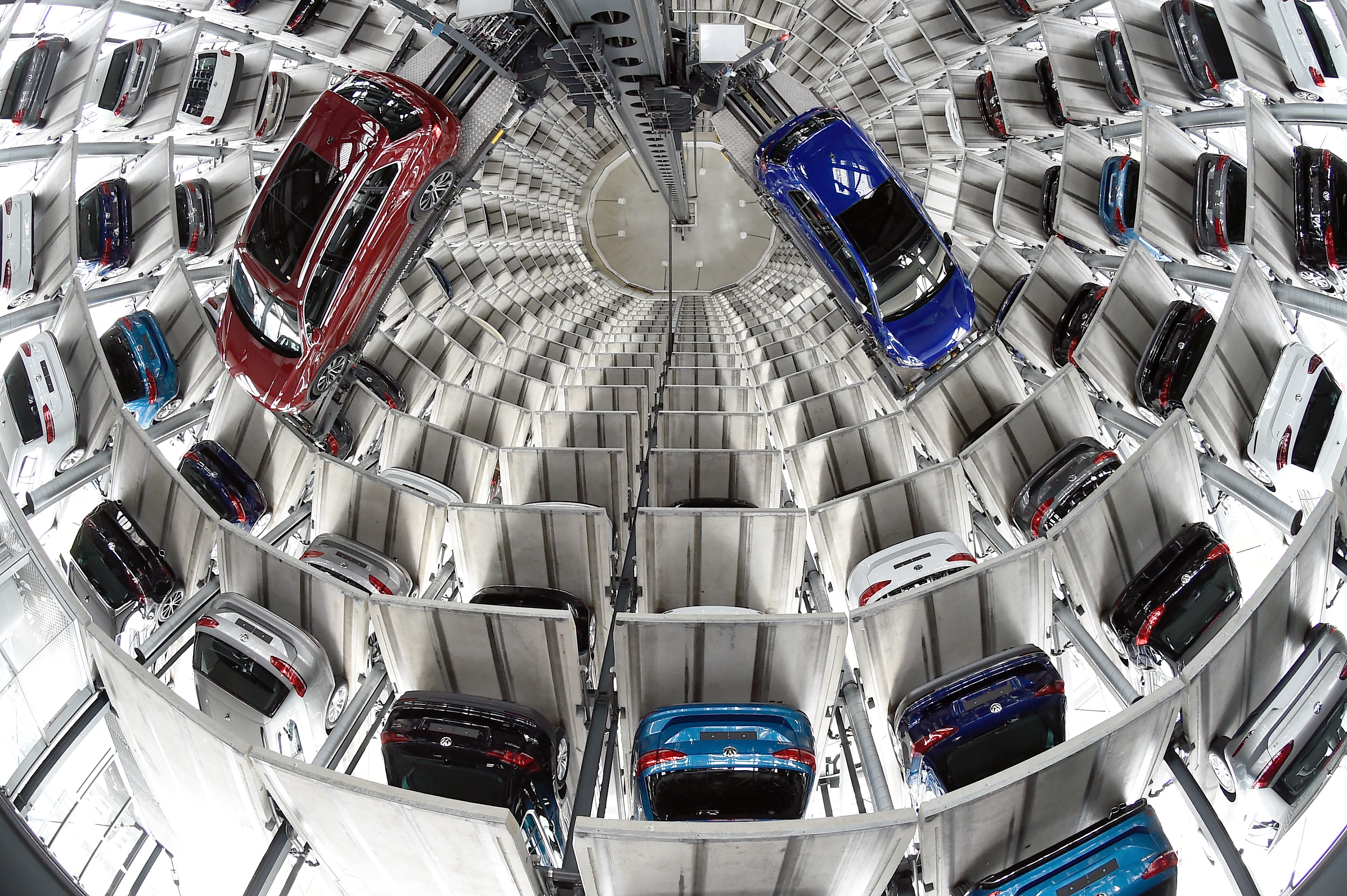 VW Golfs are loaded in a delivery tower at the plant of German carmaker Volkswagen in Wolfsburg, Germany, March 14, 2017.      REUTERS/Fabian Bimmer   - LR1ED3E0W7UCC