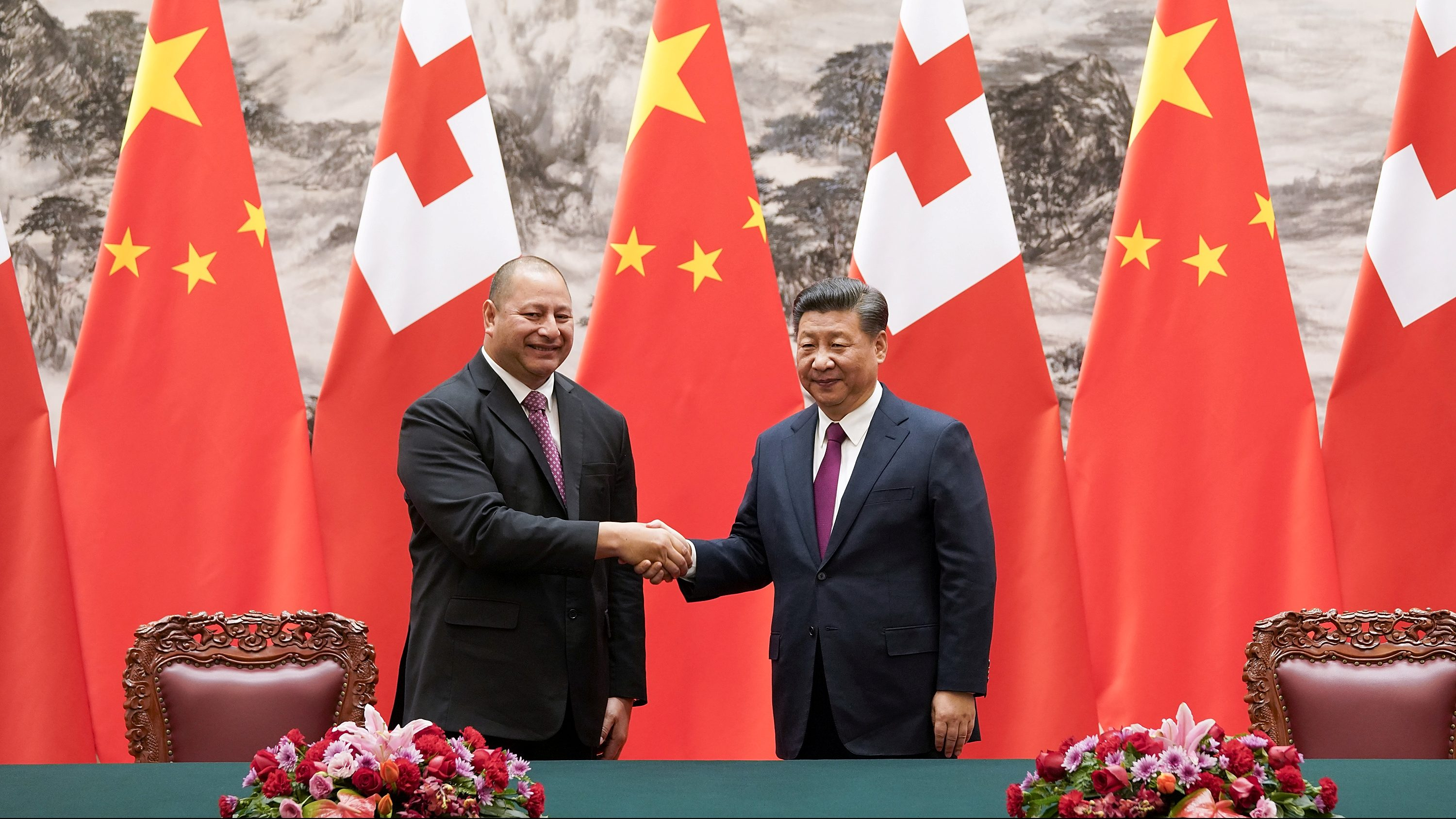 King Tupou VI (L) of Tonga shakes hands with Chinese President Xi Jinping (R) after a signing ceremonyat The Great Hall Of The People, in Beijing, China, March 1, 2018.