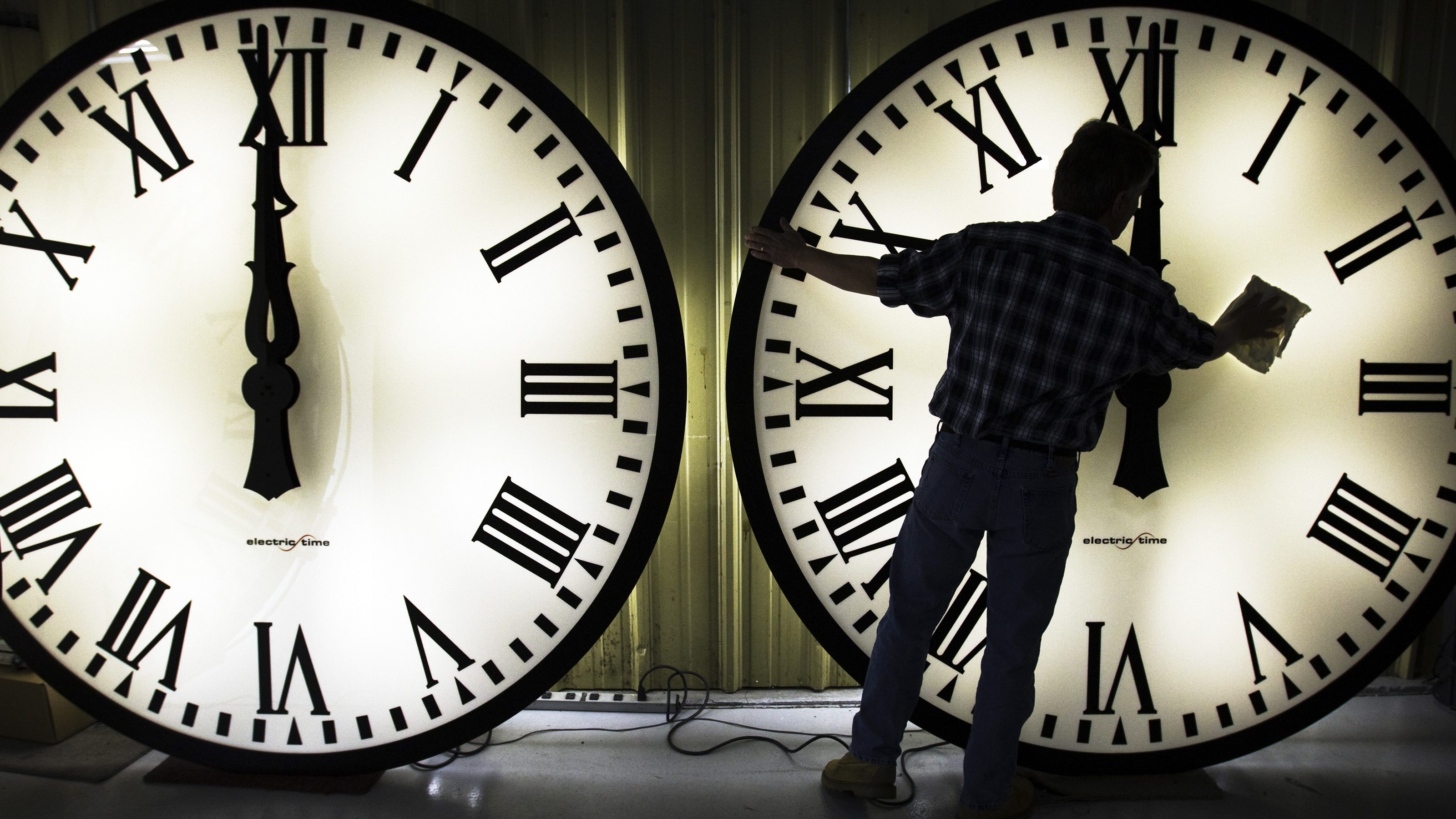 Daylight saving time: Moving the clocks forward is dangerous and  unnecessary — Quartz