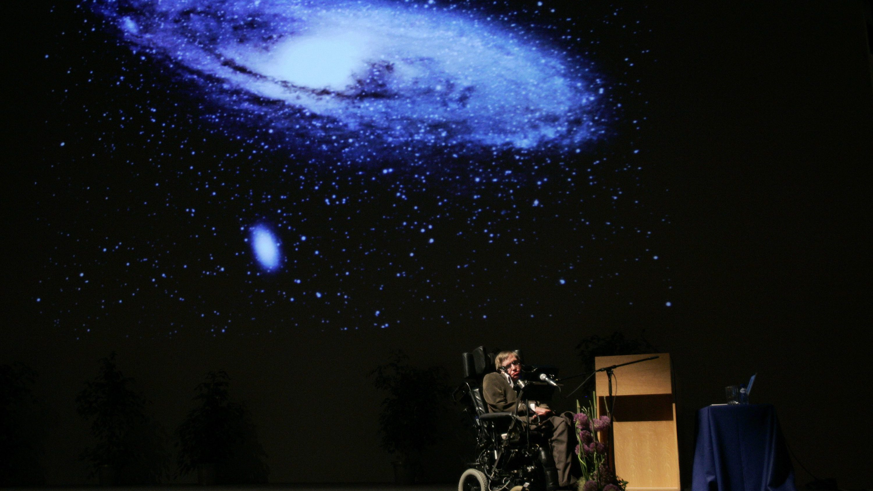 """British physicist Stephen Hawking delivers a lecture on """"The Origin of the Universe"""" at the Heysel conference hall in Brussels May 20, 2007."""