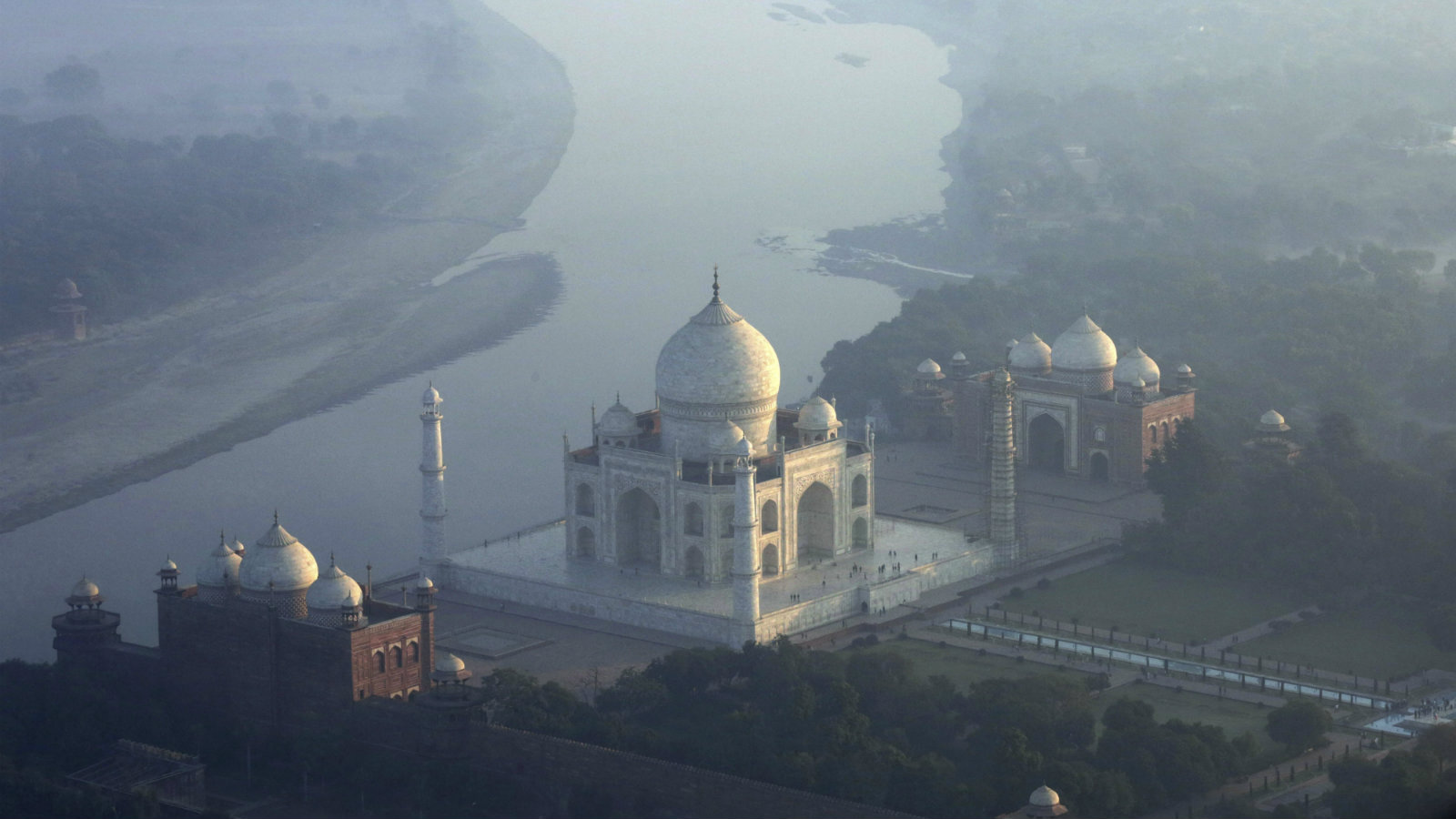 An aerial view taken from a hot air balloon shows the Taj Mahal in the morning hours during the second Taj Balloon festival in Agra, Uttar Pradesh, India, 29 November 2016. The Taj Mahal, an ivory-white marble mausoleum, is a UNESCO World Heritage Site landmark. 16 balloons from different countries including the USA, Britain, Belgium, Poland, Malaysia and India participated in the festival.