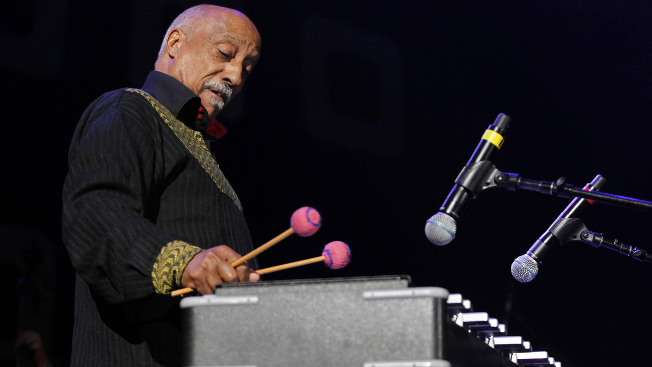 Ethiopian musician Mulatu Astatke performs at the Berklee College of Music Commencement Concert in Boston, Massachusetts, May 11, 2012. REUTERS/Jessica Rinaldi (UNITED STATES - Tags: ENTERTAINMENT) - GM1E85C0THZ01