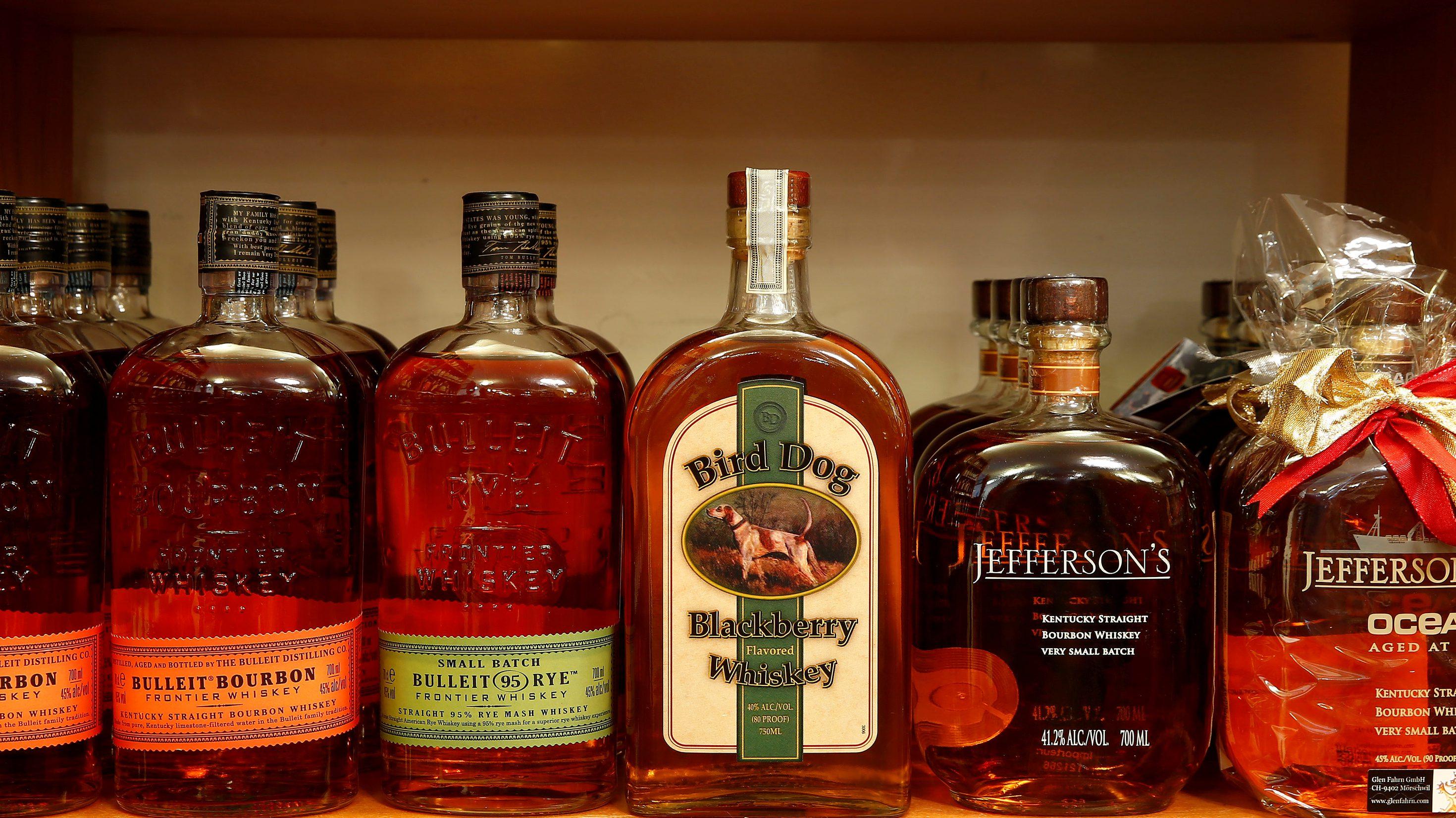 Bottles of rye and bourbon whiskey of distilleries from the U.S. are offered at Glen Fahrn liquor store in Zurich, Switzerland June 7, 2016.    REUTERS/Arnd Wiegmann - D1AETMMROGAA