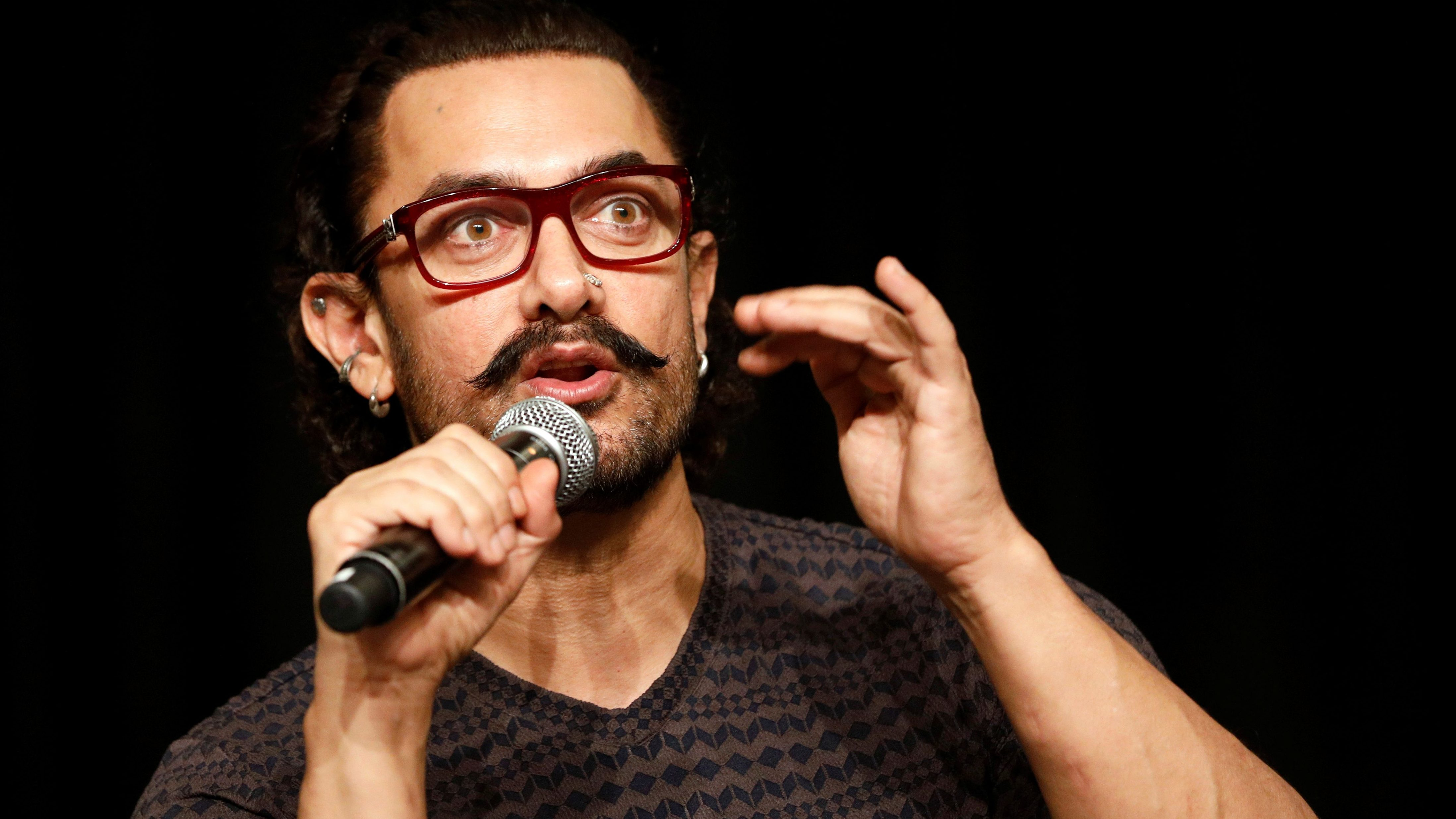 """Actor Aamir Khan speaks during a news conference to promote his movie """"Secret Superstar"""" in Singapore October 2, 2017. REUTERS/Edgar Su"""