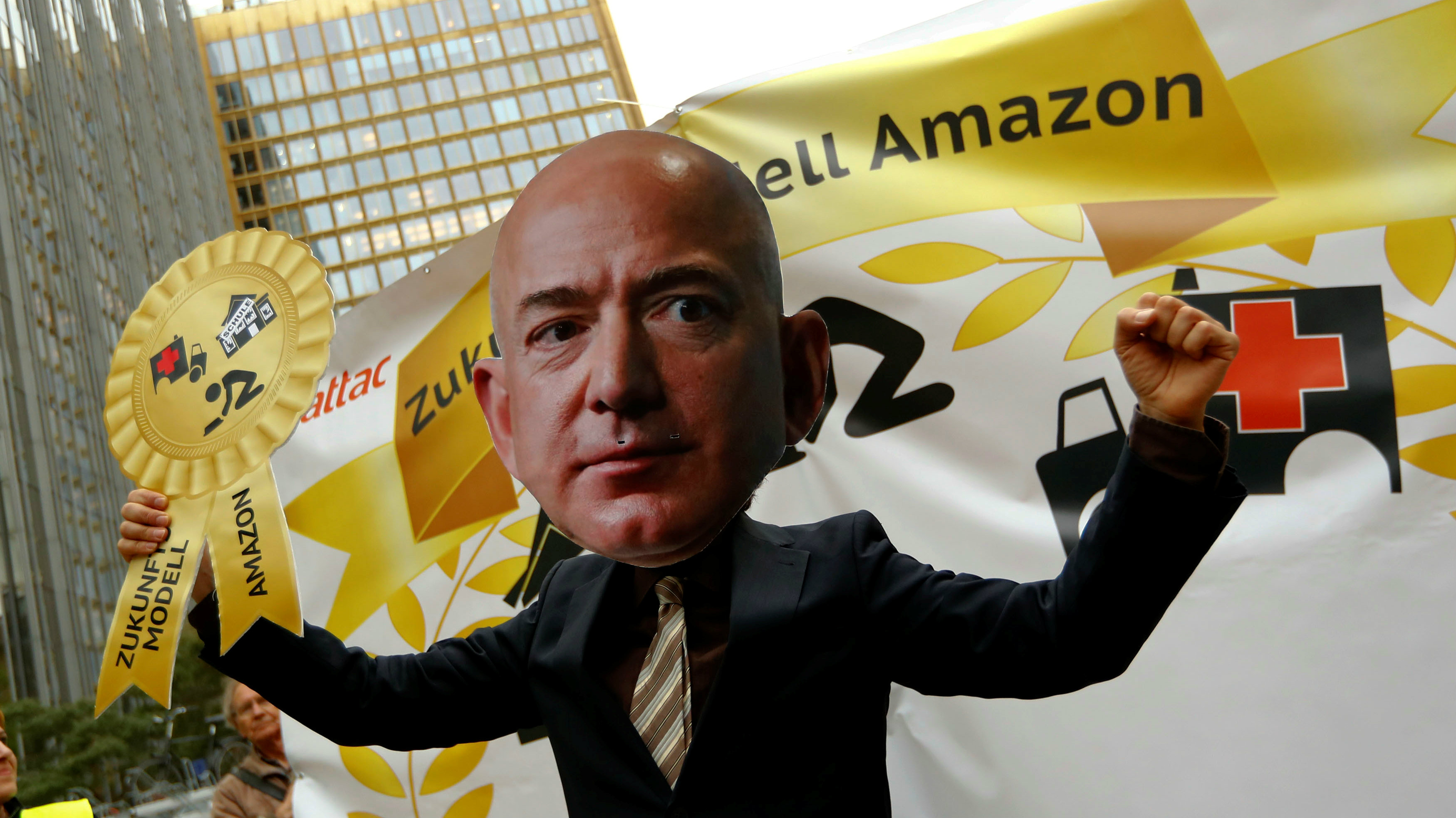 amazon workers jeff bezos protest germany1
