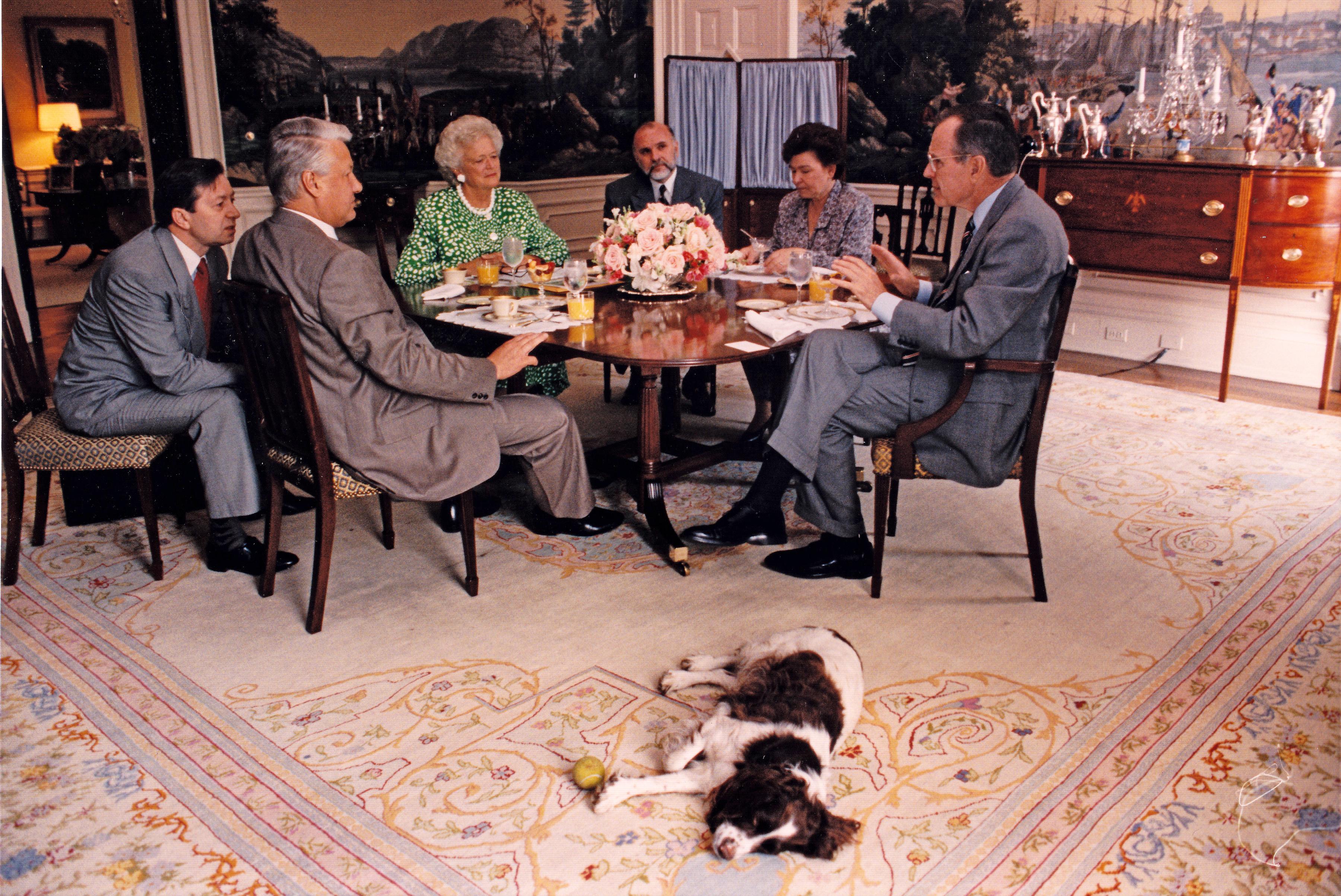 Barbara Bush, george h.w. bush and boris yeltsin