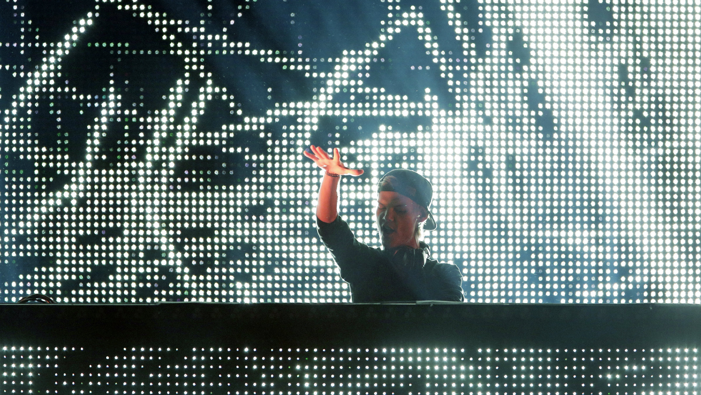 Avicii performs a DJ set