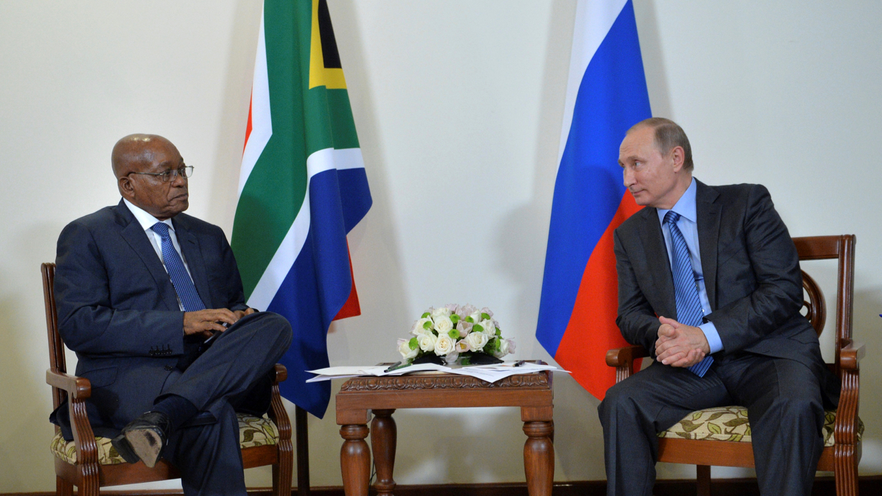 Russian President Vladimir Putin meets with South African President Jacob Zuma in Benaulim, in the western state of Goa, India, October 15, 2016.  Sputnik/Kremlin/Alexei Druzhinin via REUTERS ATTENTION EDITORS - THIS IMAGE WAS PROVIDED BY A THIRD PARTY. EDITORIAL USE ONLY. - S1BEUHDAGPAB