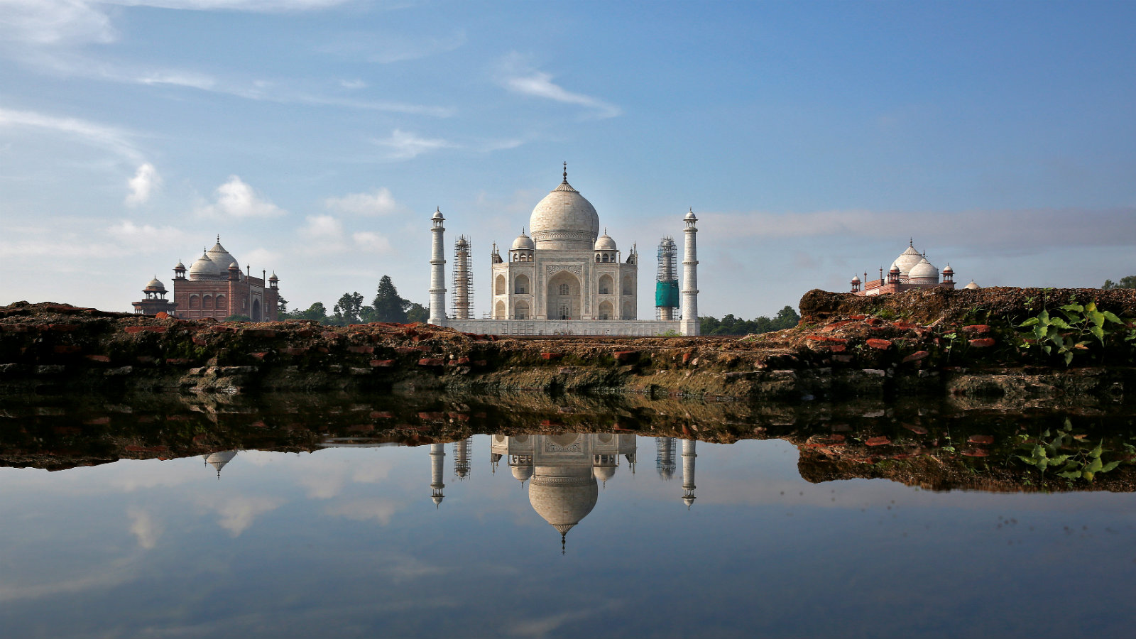 SC expresses concern over Taj Mahal colour change