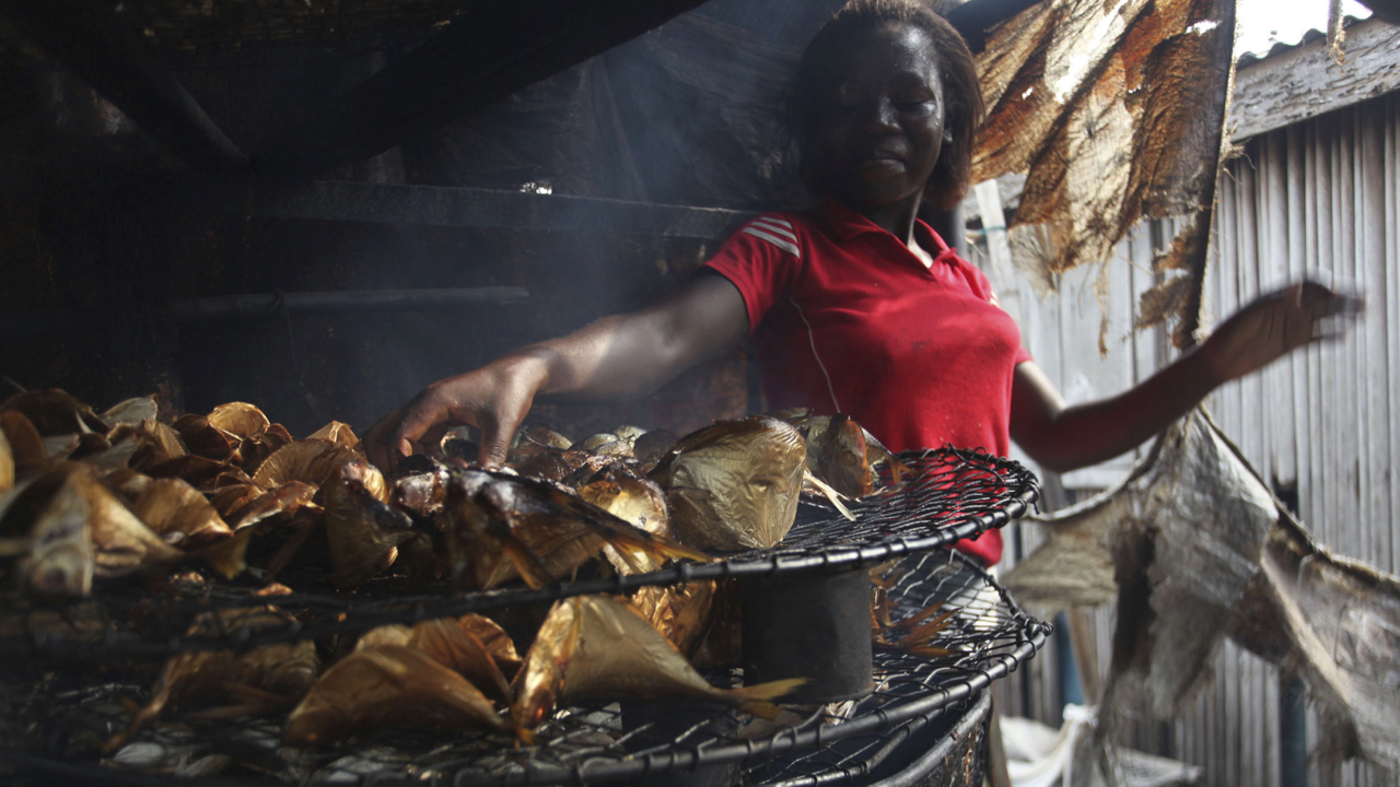 Smoked fish may cause cancer for consumers and producers, but a new technology could save West Africa's streetfood
