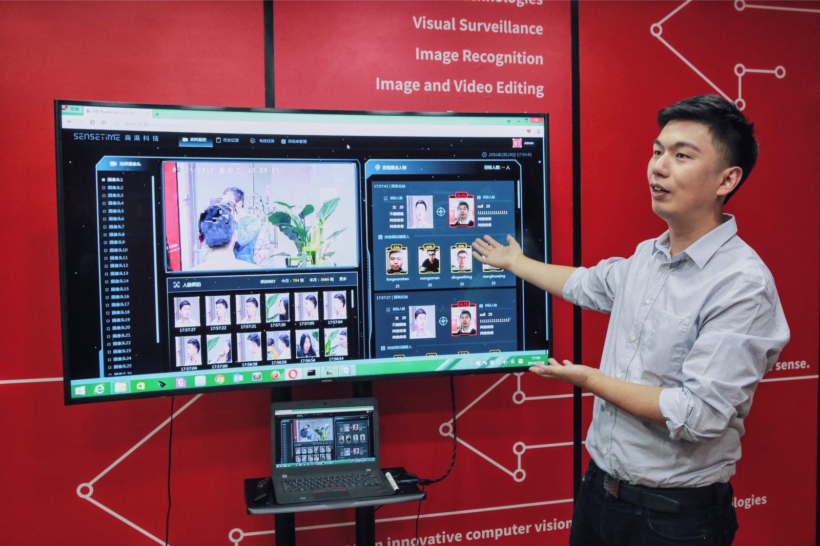 Photo_Dr. Xu Li introducing product