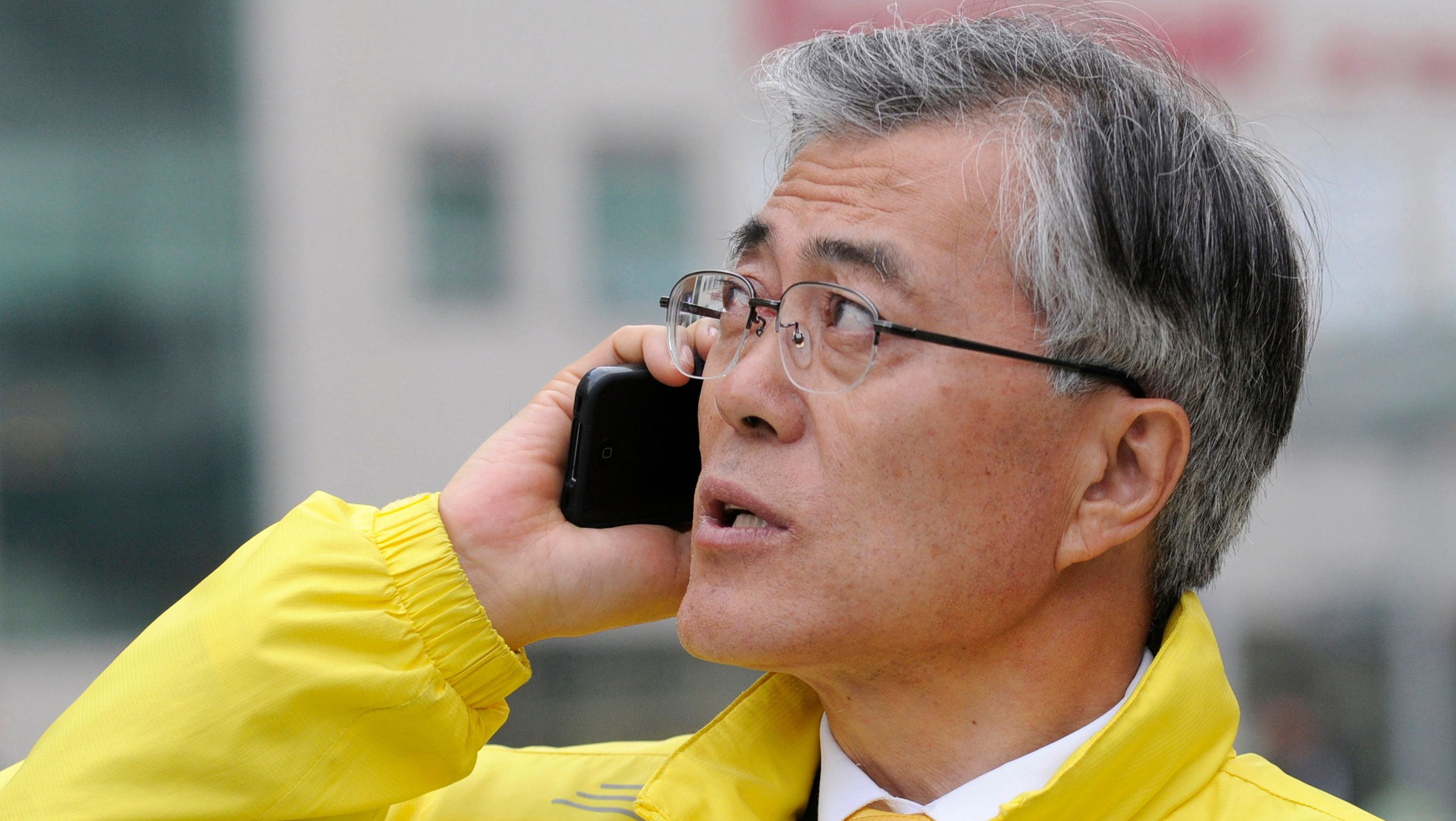 Human rights lawyer and a candidate of main opposition Democratic United Party for the paliamentary election, Moon Jae-in uses his mobile phone in Busan, southeast of Seoul April 11, 2012. South Koreans voted in parliamentary elections on Wednesday as the incumbent conservatives sought to overcome allegations of sleaze and growing discontent over the power of big business. Opinion polls indicated that the conservatives and the progressive and reform opposition parties are in a dead heat in the election that serves as a curtain-raiser for the presidential vote in December. Moon is one of the leading candidates of the presidential election.    REUTERS/Ben Weller  (SOUTH KOREA - Tags: POLITICS ELECTIONS) - GM1E84B1F6901