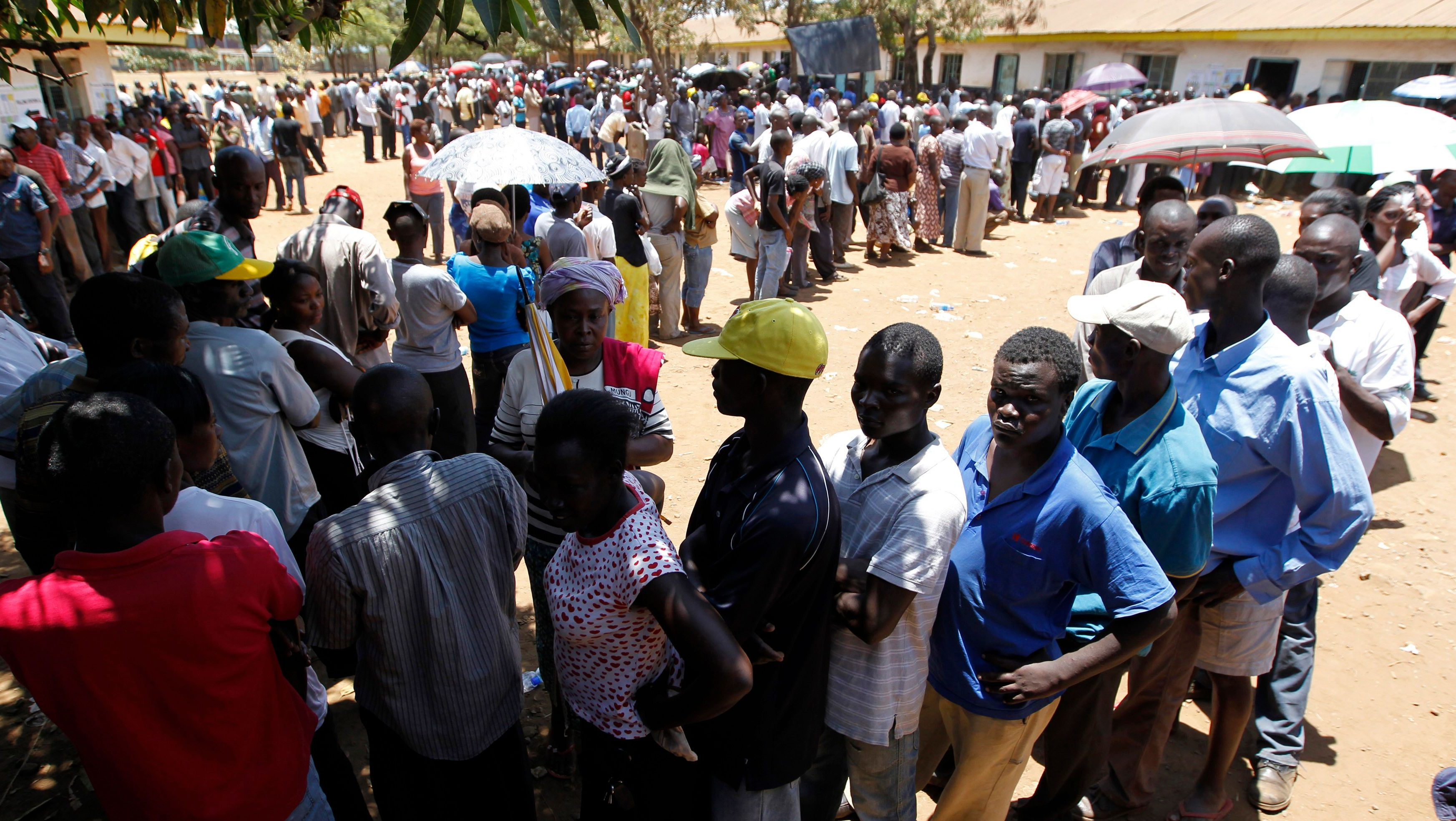 Kenyan voters queue to cast their ballots during the presidential and parliamentary elections at the Manyatta Primary school in Kisumu