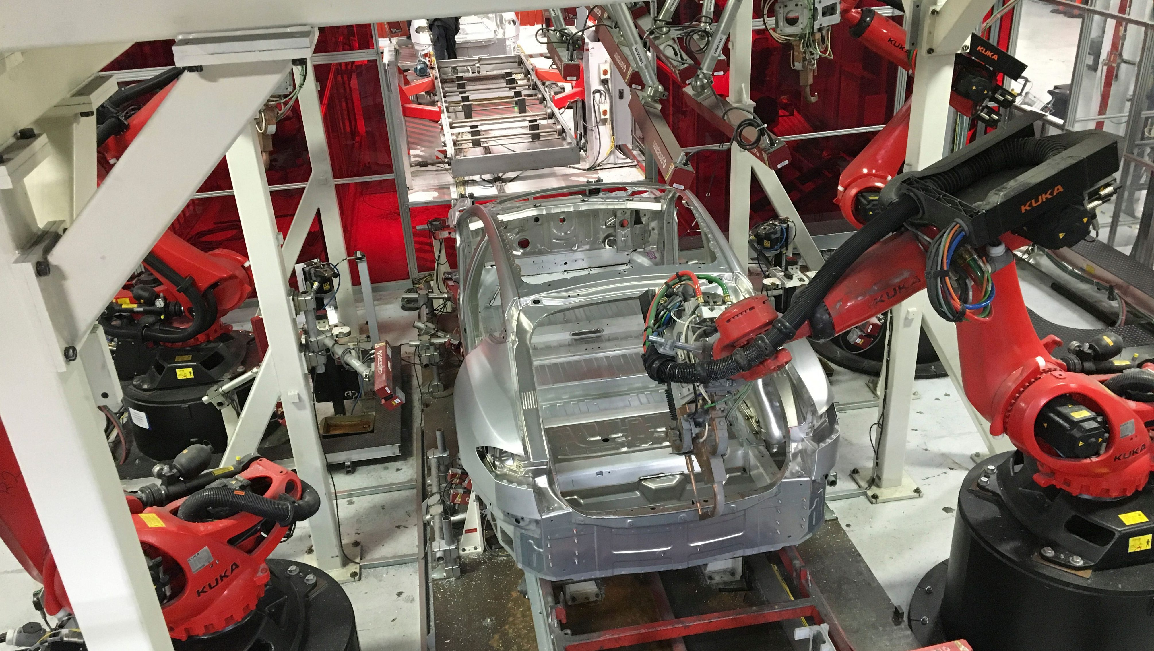 Tesla vehicles are being assembled by robots at Tesla Motors Inc factory in Fremont, California, U.S. on July 25, 2016.  REUTERS/Joseph White - TM3EC7P1LMR01