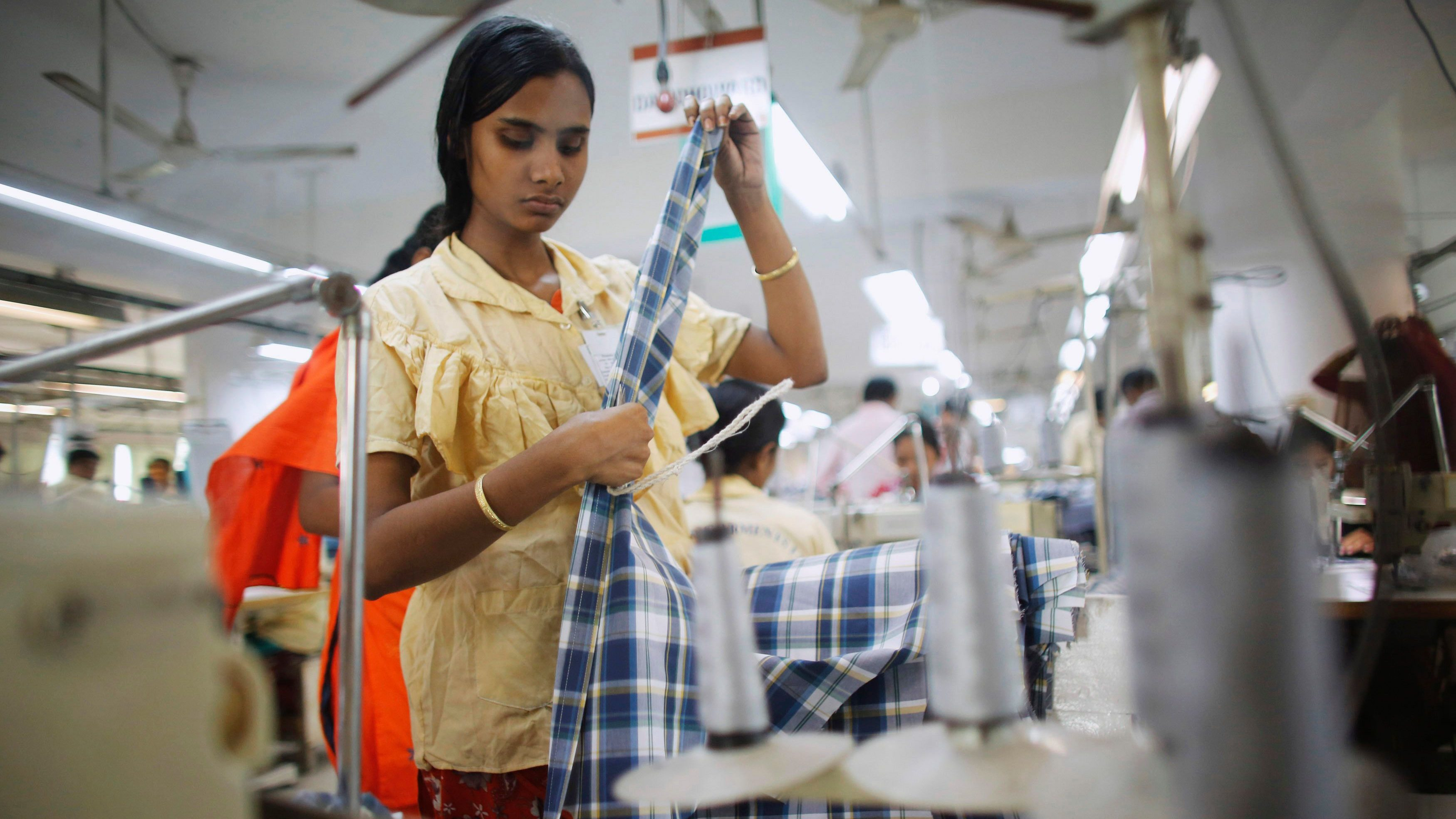 An employee works in a factory of Babylon Garments in Dhaka January 3, 2014. On the outskirts of Dhaka, Babylon Garments has shortened work shifts to eight hours from the usual 10 and plans to shutter production lines as months of election-related violence disrupts transport and prompts global retailers to curb orders. Picture taken January 3, 2014.  To match BANGLADESH-GARMENTS/  REUTERS/Andrew Biraj (BANGLADESH - Tags: BUSINESS EMPLOYMENT TEXTILE) - GM1EA18100B01