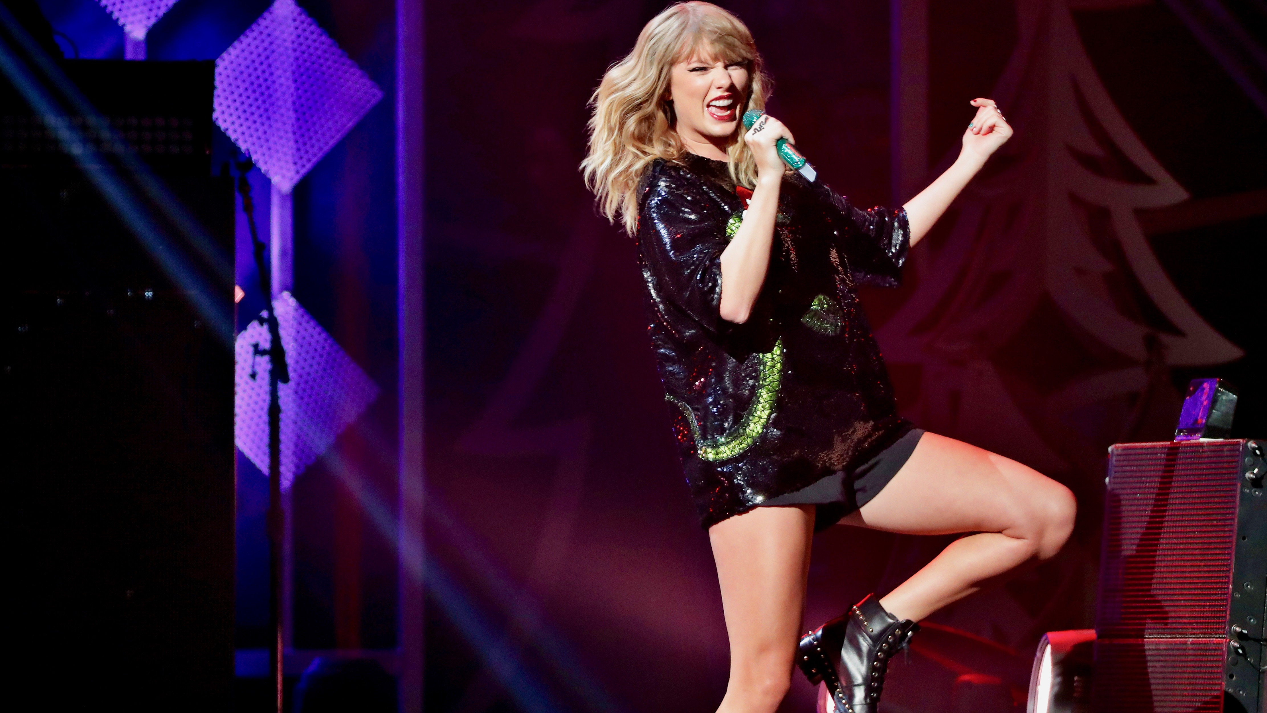 Taylor Swift performs, 2017.