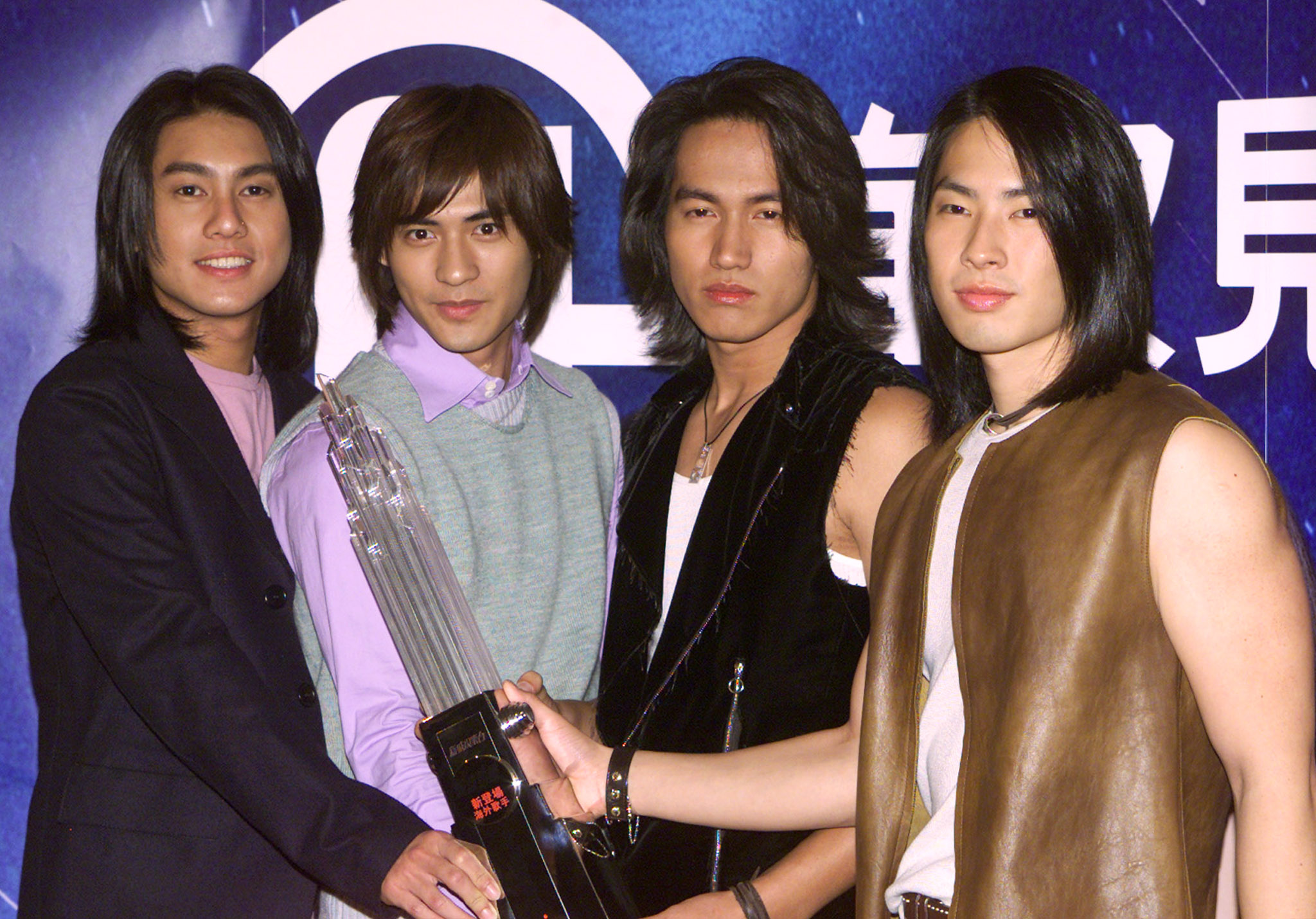 "Members of Taiwan music group F4 (L-R) Ken Zhu, Vic Zhou, Jerry Yan and Vanness Wu hold souvenirs during a news conference in Hong Kong March 8, 2002. F4 will stay in town for five days to meet their fans. Their latest album ""Meteor Rain"" has achieved 1 million copies in countries throughout the Asia region."