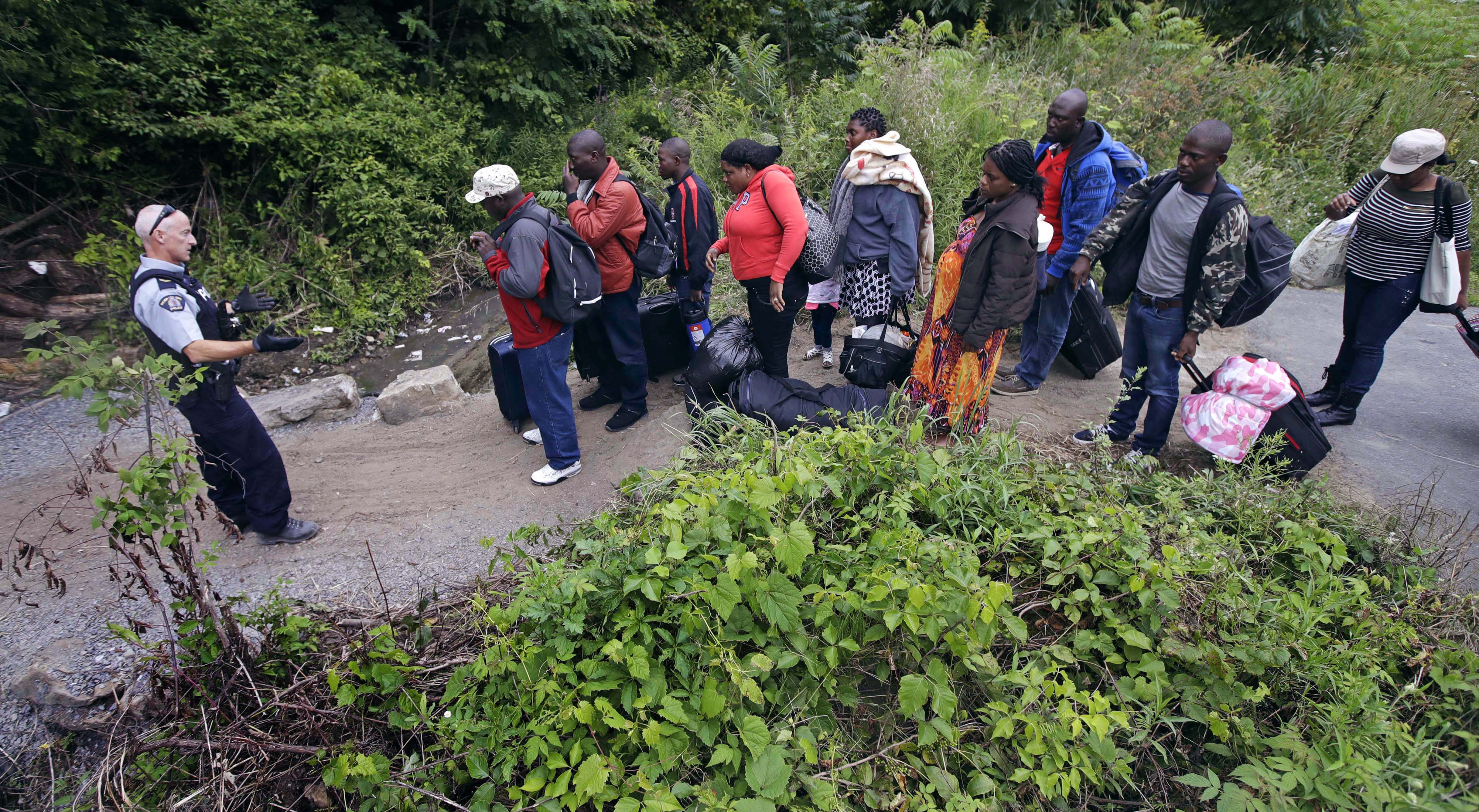 Nigerian asylum seekers cross to Canada from USA