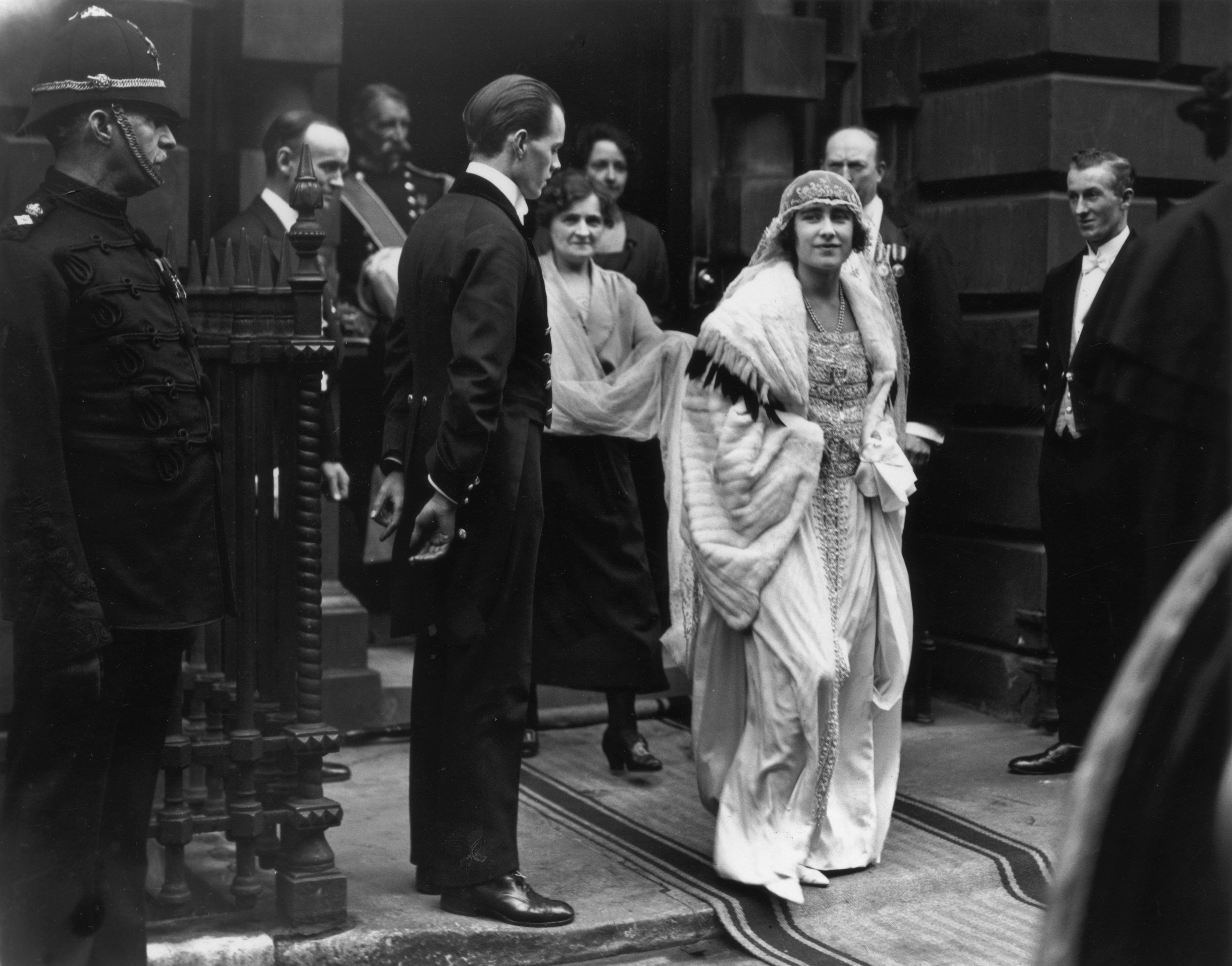 26th April 1923: Future Queen Consort to King George VI, Lady Elizabeth Bowes-Lyon (1900 - 2002) leaving her Bruton Street residence for her wedding to George, Duke Of York. (Photo by Topical Press Agency/Getty Images)