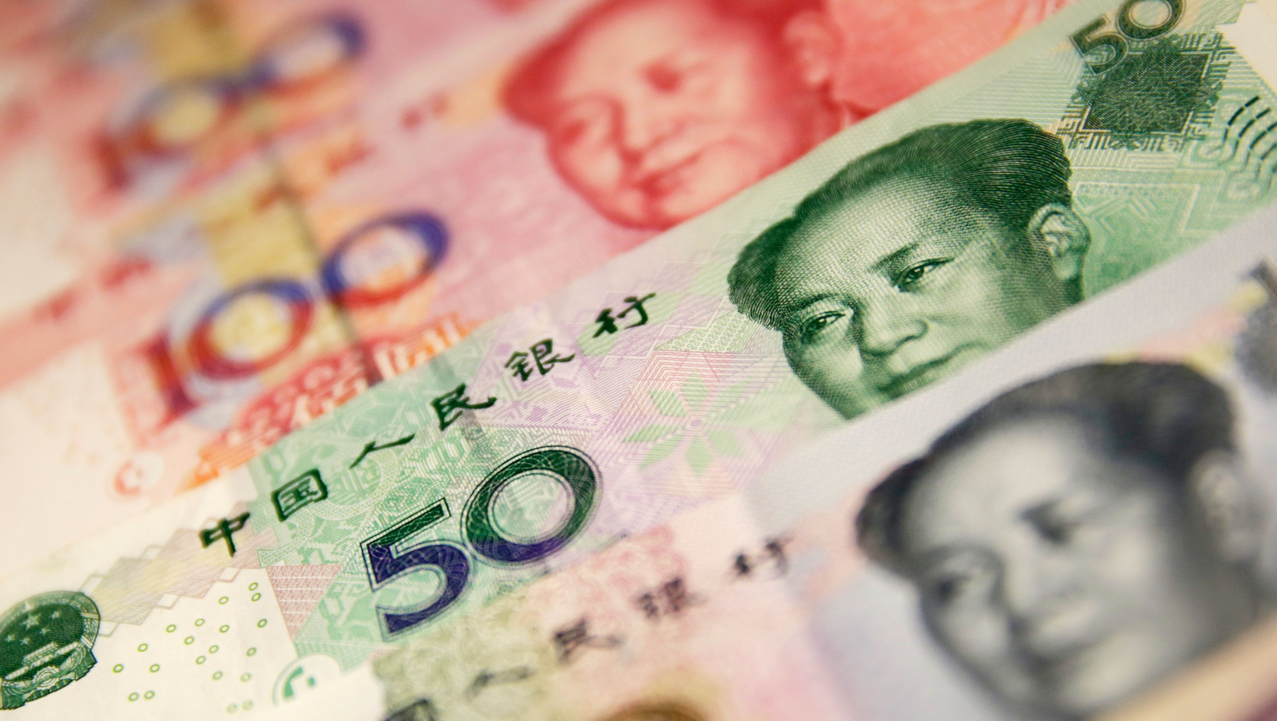Chinese yuan or renminbi (RMB) notes in Beijing, China, 29 December 2015. China's currency fell to its weakest in more than four and a half years on 29 December 2015. The yuan, also known as the renminbi, dropped 114 basis points to 6.4864 against the US dollar on 29 December, its weakest since June 2011, according to data from the China Foreign Exchange Trading System.