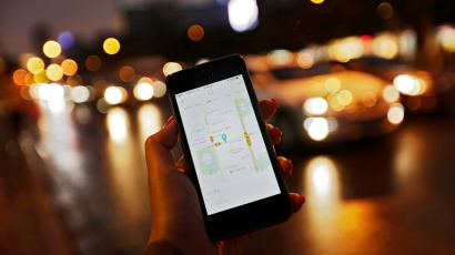 A file picture dated 22 September 2015 shows a view of Didi Kuaidi's smartphone app for customers shown on a mobile phone along a road in Beijing, China. US technology giant Apple has invested 1 billion US dollar in the Chinese ride-sharing company Didi Chuxing (formerly Didi Kuaidi), a rival of Uber in China, the company said in a statement on 13 May 2016. Apple's investment is the largest received by the Chinese company, a leading ride-sharing company in the local market with a share of 87 percent owing to its 300 million users, who hire 11 million rides daily.