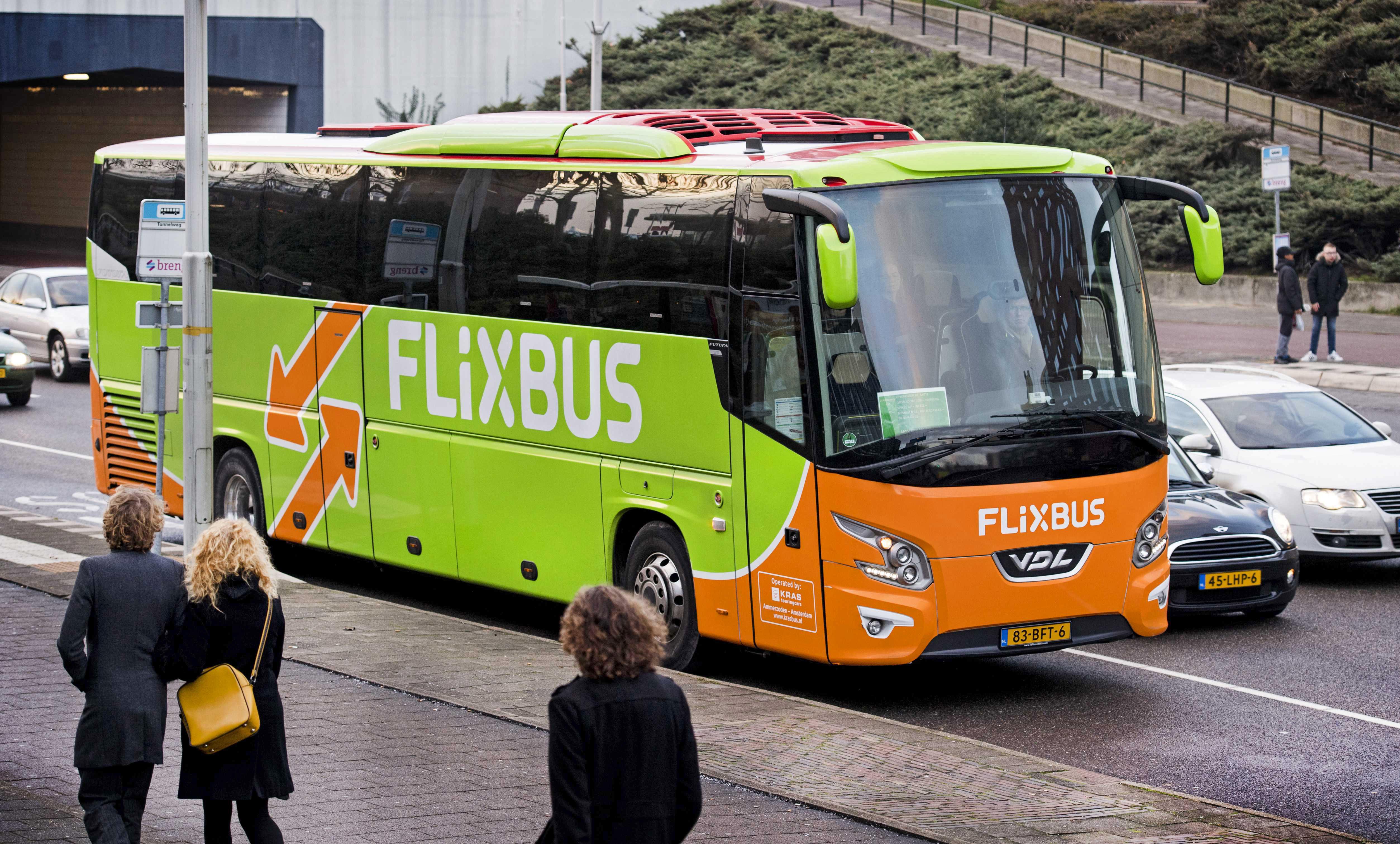 epa05690140 A Flixbus seen in front of Nijmegen railway station in Nijmegen, The Netherlands, 28 December 2016.  EPA/PIROSCHKA VAN DE WOUW