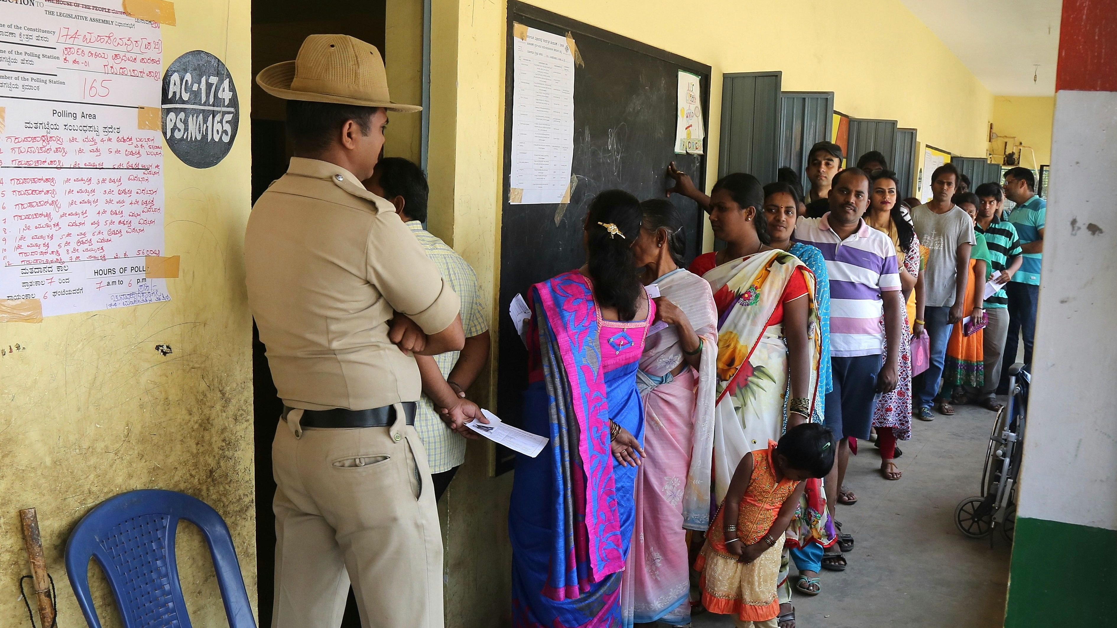 epa06729956 Indian voters wait to cast their votes at a polling station during the Karnataka Assembly Election in Bangalore, India, 12 May 2018. Voting began in the southwest Indian state of Karnataka on 12 May with more than 49 million people eligible to vote for the 222 Legislative Assembly constituencies. Results will be announced on 15 May.