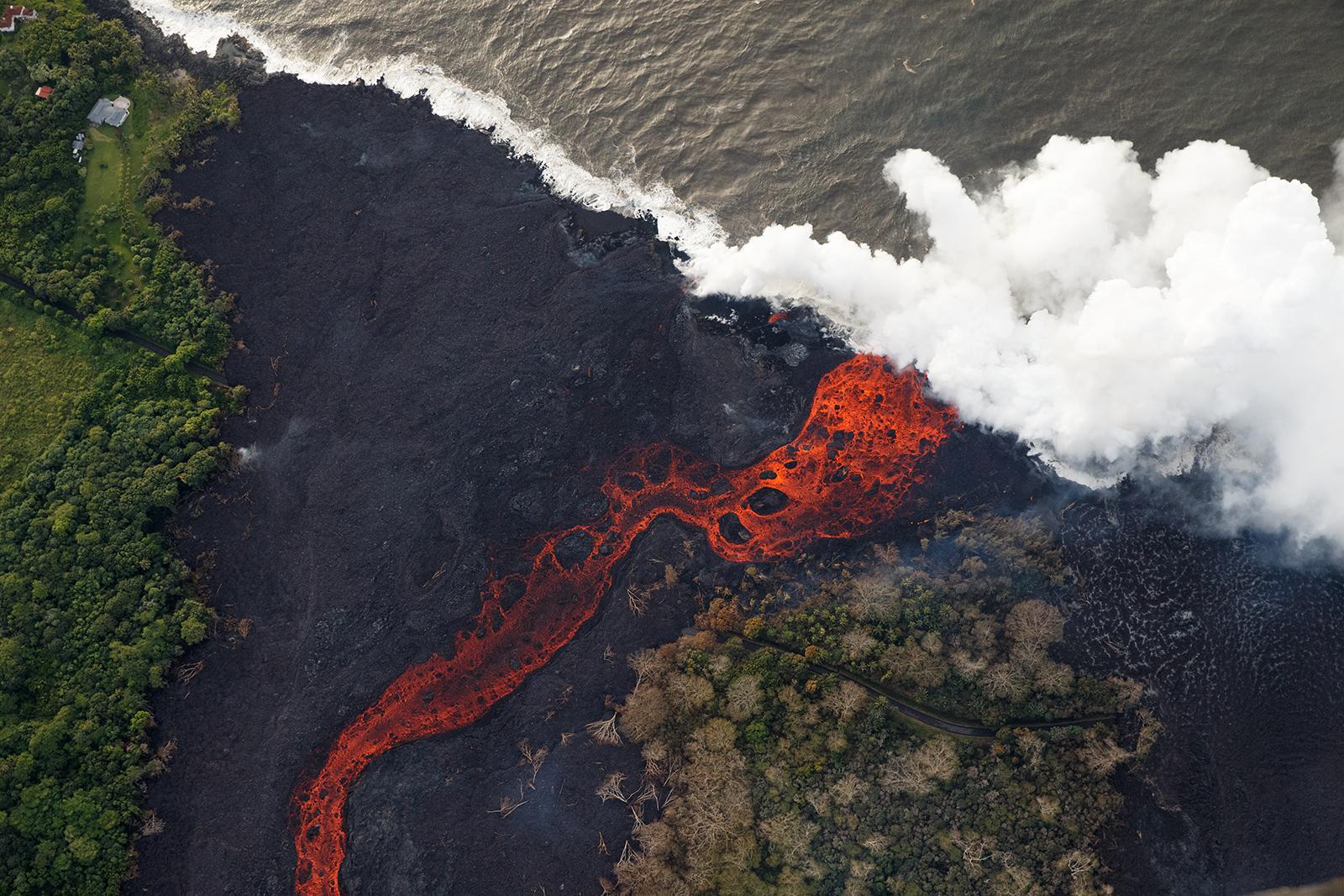 https://qz.com/wp-content/uploads/2018/05/hawaii_volcano_17.jpg?quality=80&strip=all&w=1600