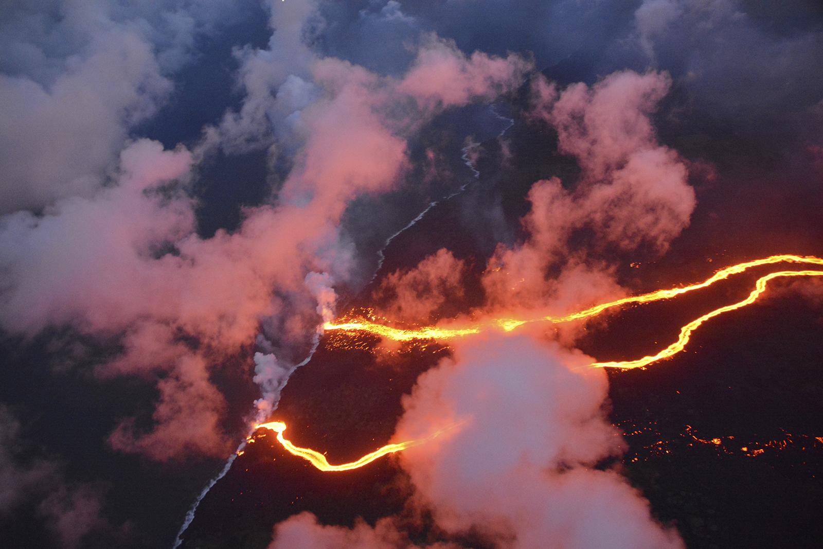 https://qz.com/wp-content/uploads/2018/05/hawaii_volcano_18.jpg?quality=80&strip=all&w=1600