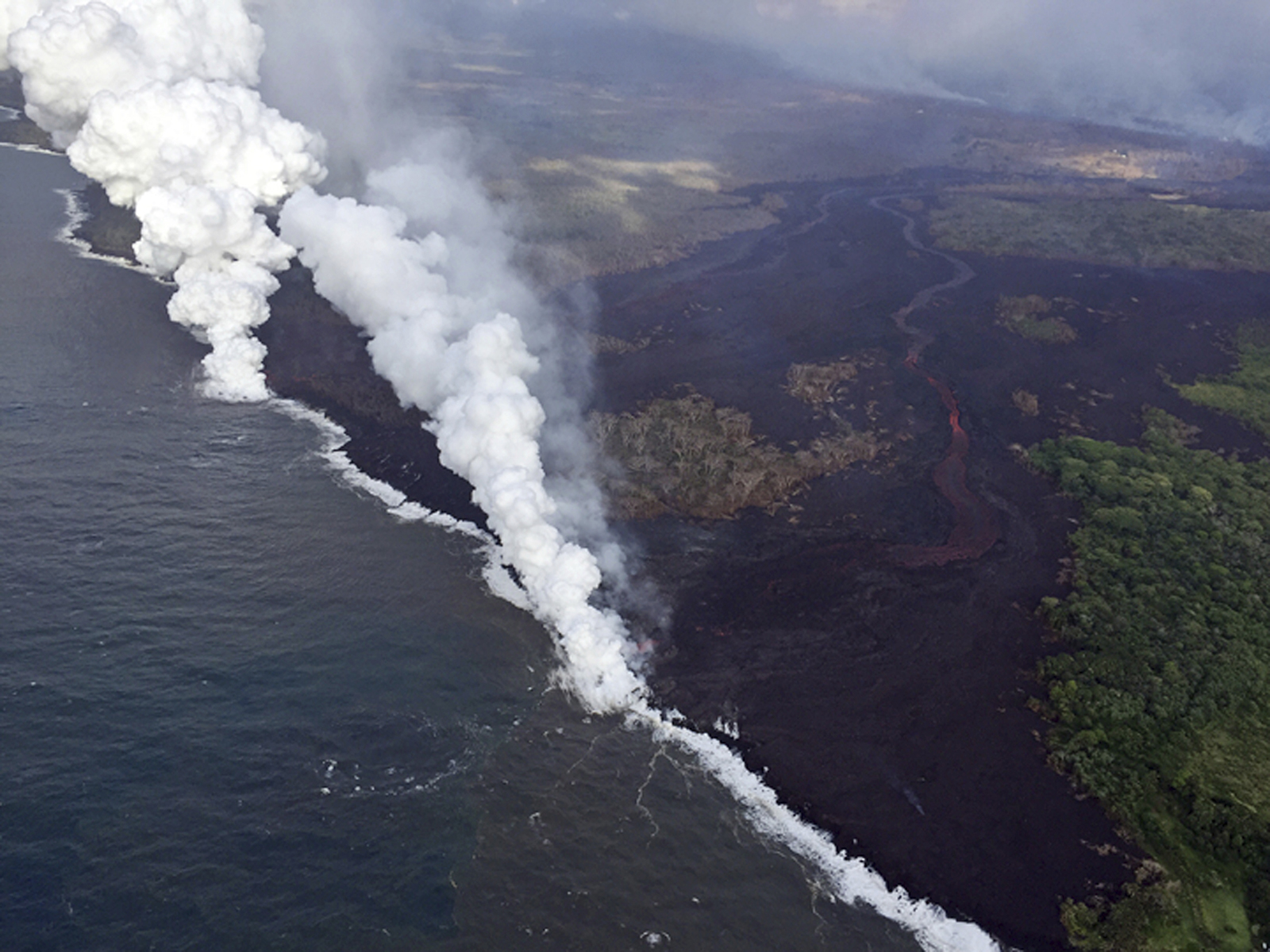 https://qz.com/wp-content/uploads/2018/05/hawaii_volcano_22.jpg?quality=80&strip=all&w=1600