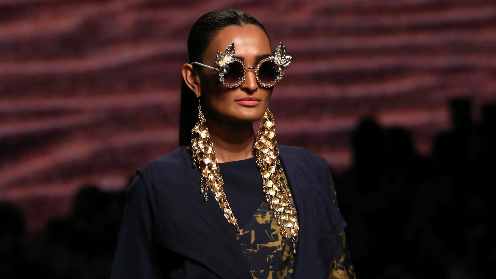 A model presents a creation by Indian designer Eshaa Amiin during the Amazon India Fashion Week Fall/Winter 2018 in New Delhi, India, 16 March 2018. The event runs from 14 to 18 March.