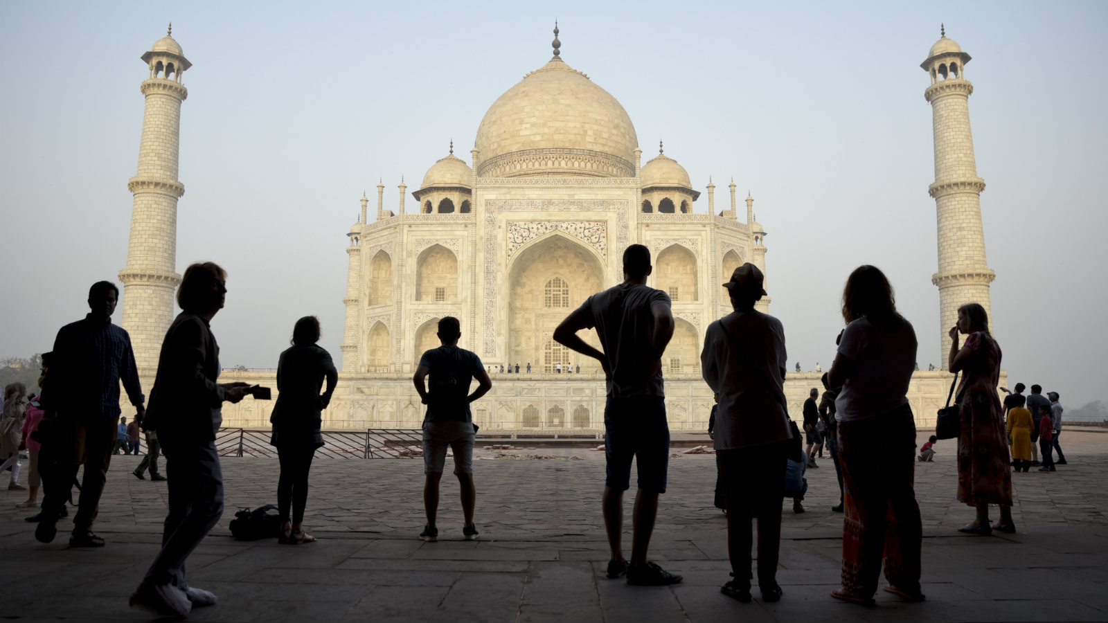 India-Taj-Mahal-tourists-ASI