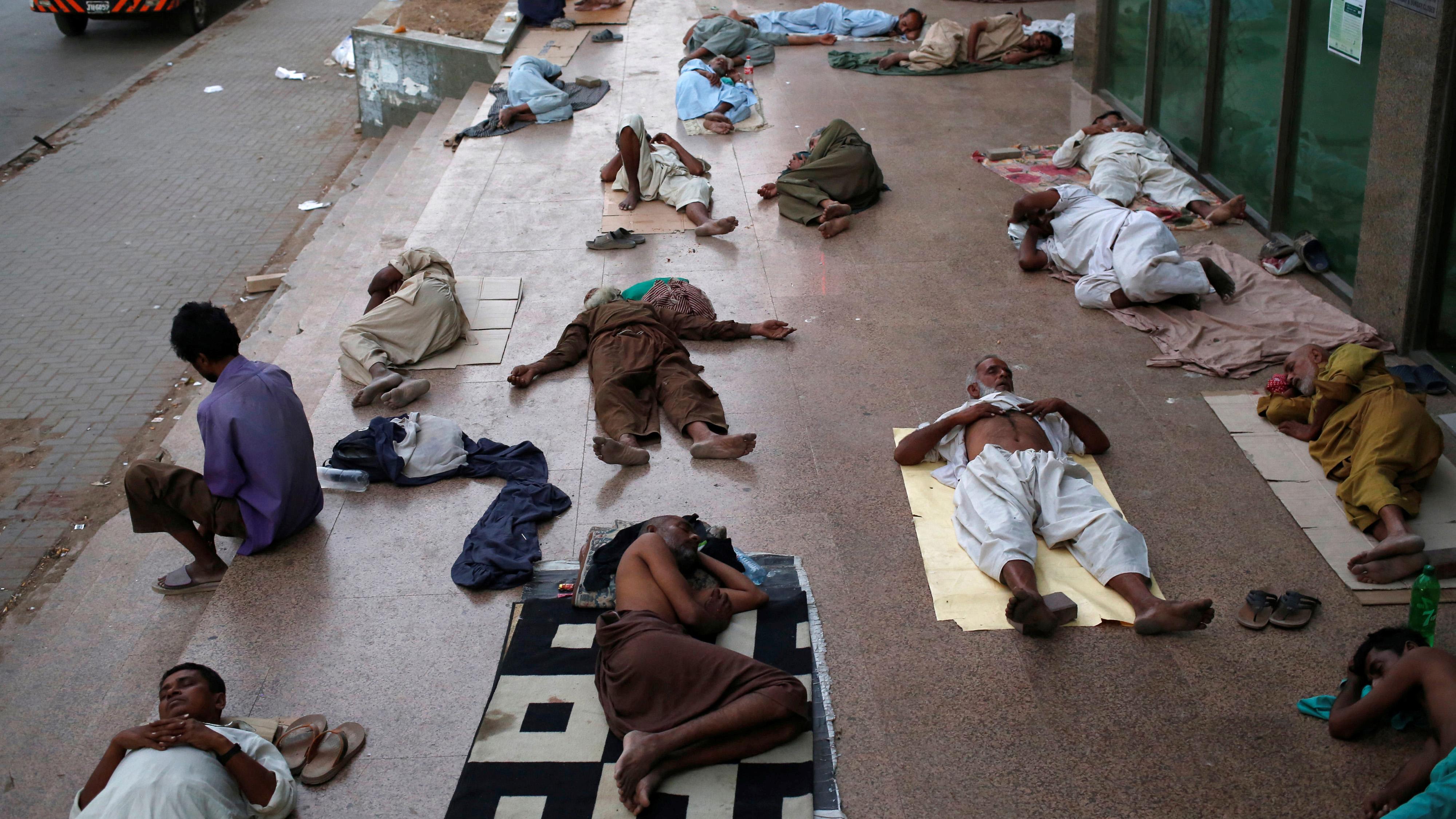 pakistan heat wave photos of karachi amid deadly high temperatures