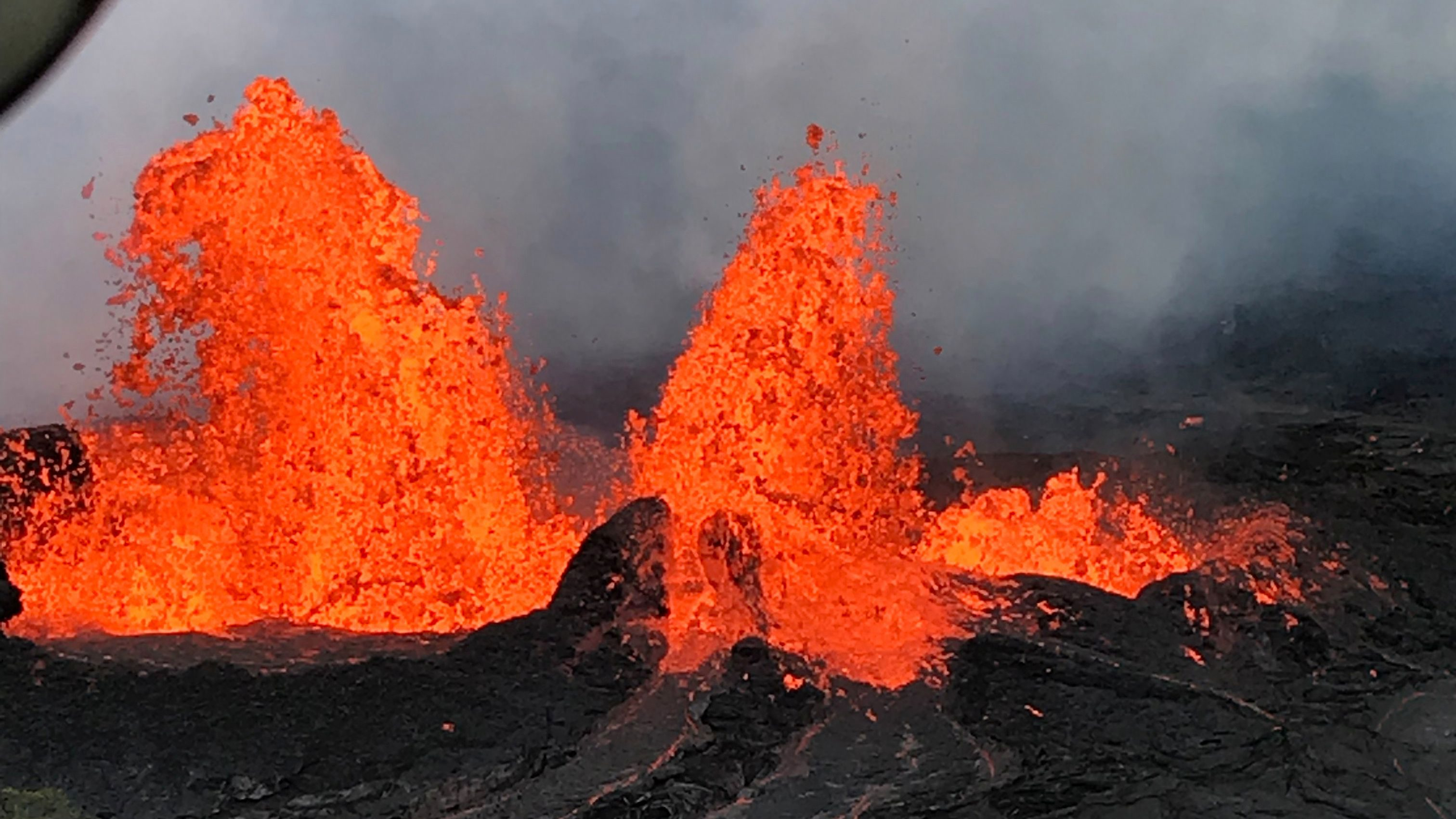 A lava fountain is observed from a helicopter flight over the Fissure 22 in Kilauea Volcano's Lower East Rift Zone during ongoing eruptions of the Kilauea Volcano in Hawaii, U.S. May 21, 2018.   Picture taken on May 21, 2018.   USGS/Handout via REUTERS    ATTENTION EDITORS - THIS IMAGE HAS BEEN SUPPLIED BY A THIRD PARTY. - RC13676F5EE0