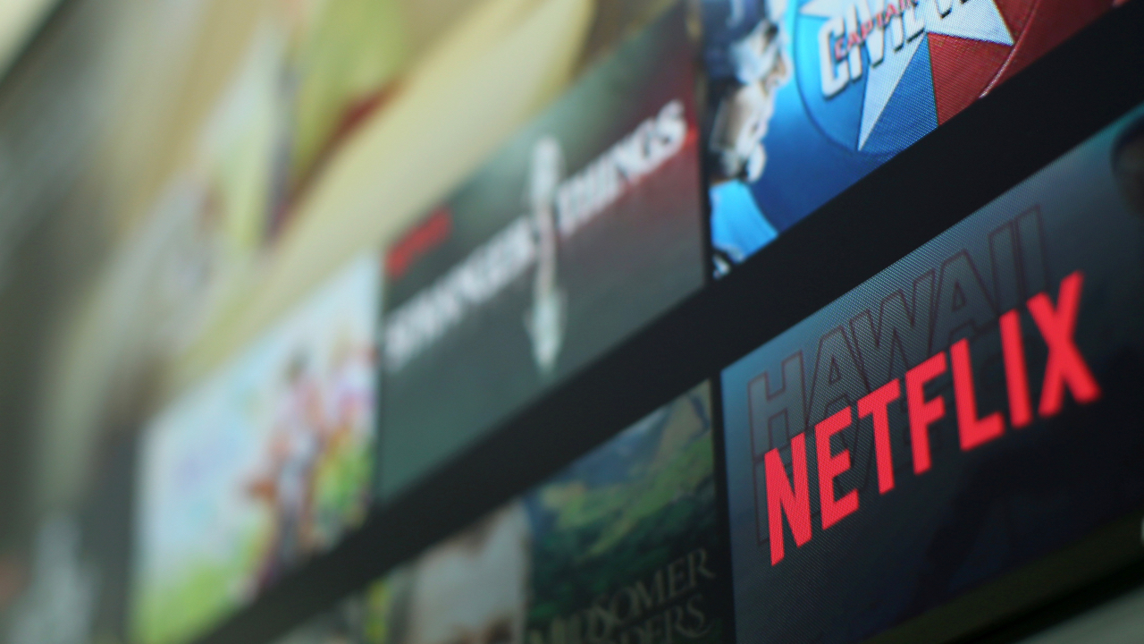 The Netflix logo is pictured on a television in this illustration photograph taken in Encinitas, California, U.S., January 18, 2017.  REUTERS/Mike Blake - RC154FF8DCE0