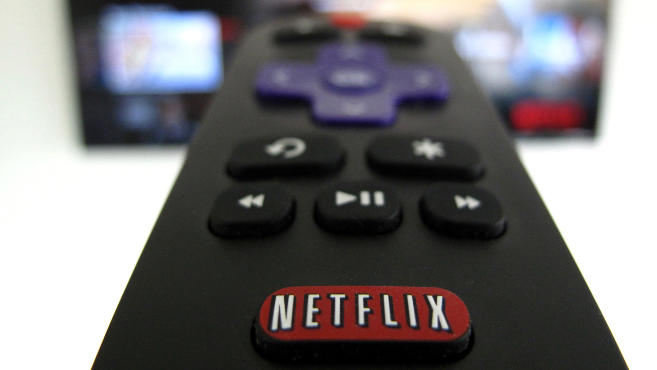The Netflix logo is pictured on a television remote in this illustration photograph taken in Encinitas, California, U.S., January 18, 2017.  REUTERS/Mike Blake - RC1684337860